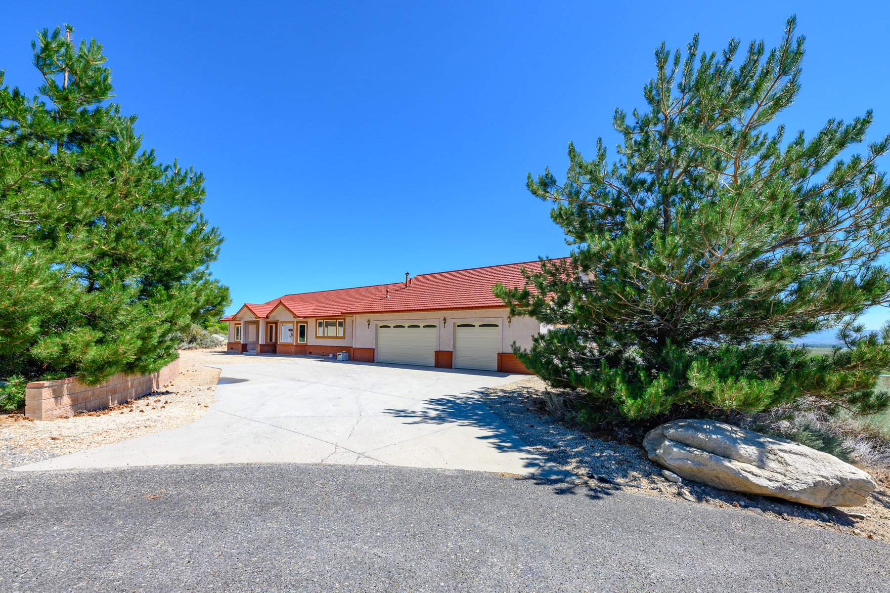 Additional photo for property listing at 424 Claire Court, Gardnerville, NV 89460 424 Claire Court Gardnerville, Nevada 89460 United States