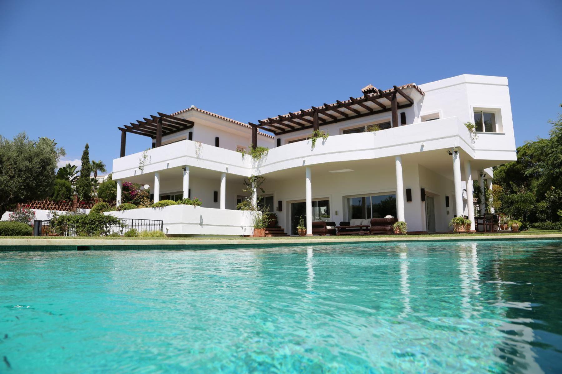 Maison unifamiliale pour l Vente à BEAUTIFUL FAMILY VILLA IN BAHIA DE MARBELLA Marbella, Andalousie, 29603 Espagne