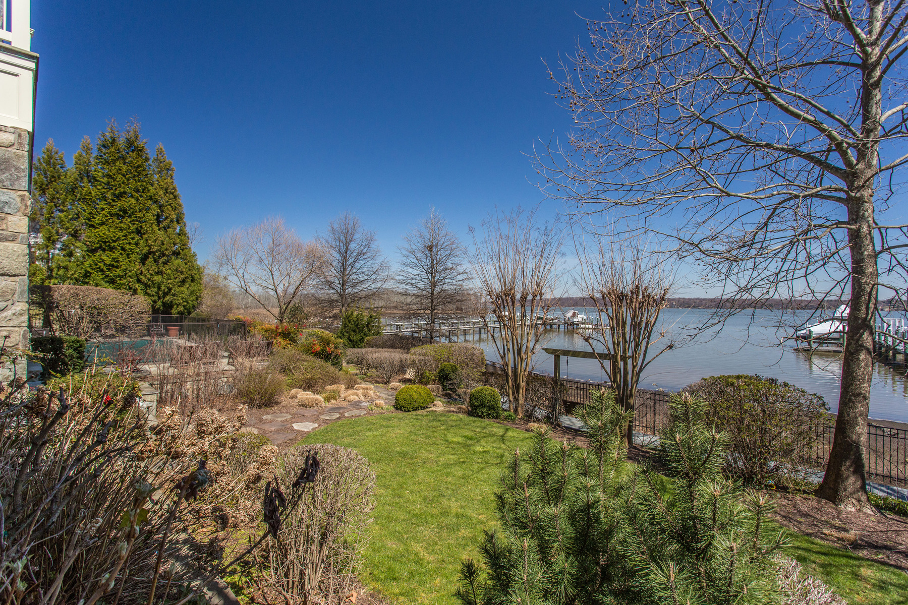 Additional photo for property listing at Arcturus on the Potomac 7615 Southdown Rd Alexandria, Virginia 22308 United States