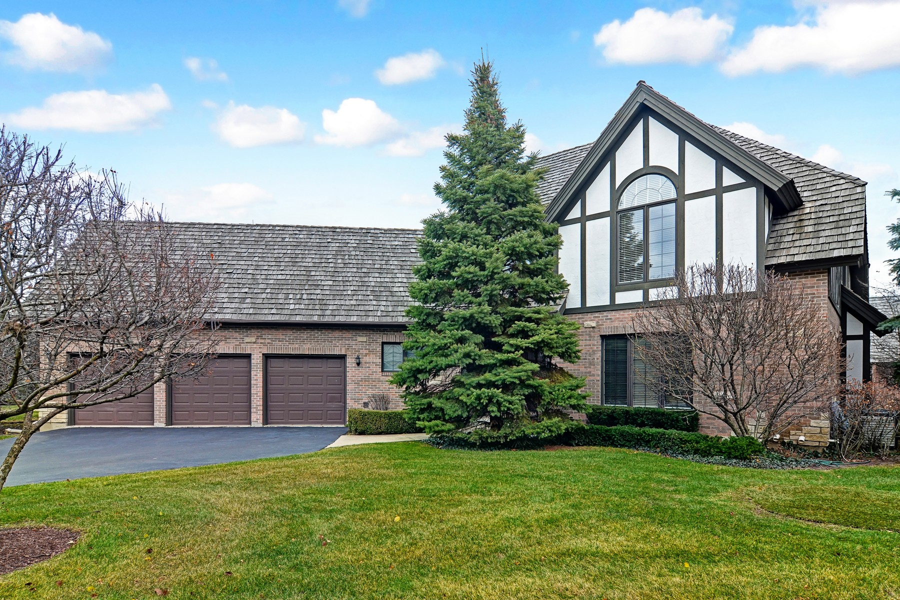 Maison unifamiliale pour l Vente à 601 Kenmare 601 Kenmare Drive, Burr Ridge, Illinois, 60527 États-Unis