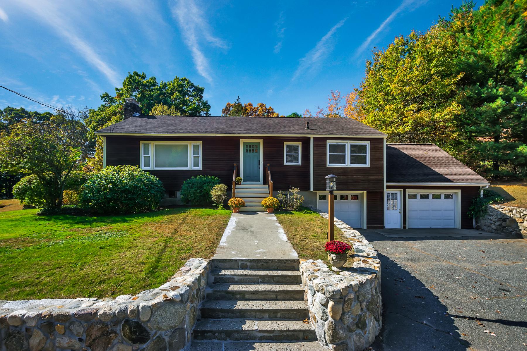 Single Family Homes για την Πώληση στο Wonderful Single-Level Living in Bedford 398 North Road, Bedford, Μασαχουσετη 01730 Ηνωμένες Πολιτείες