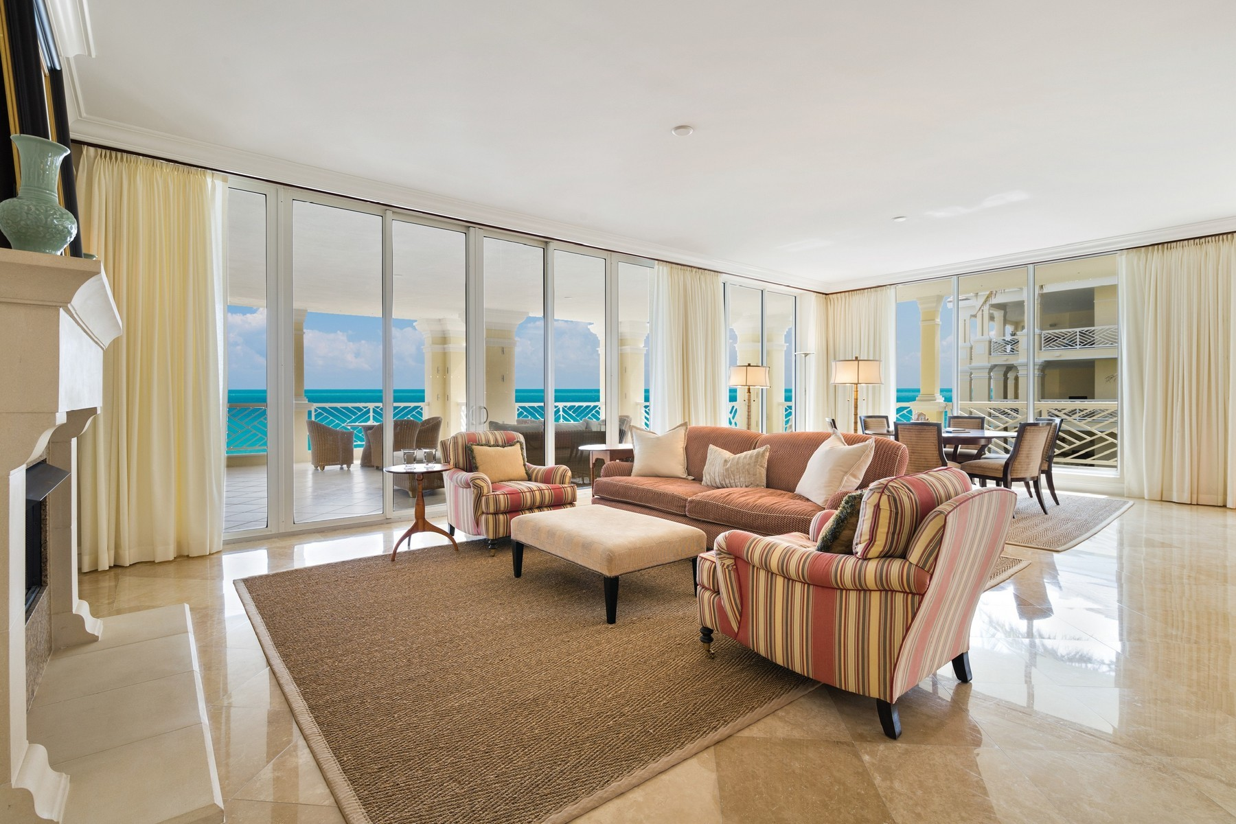 Property por un Venta en Luxurious Oceanfront Living 200 Beachview Dr #3S Vero Beach, Florida 32963 Estados Unidos