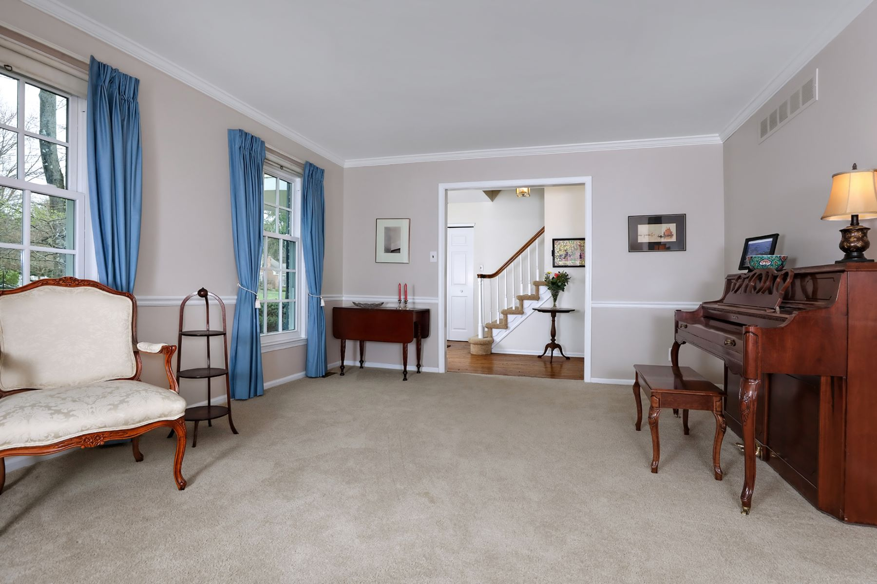 Additional photo for property listing at Lawrence Colonial Is the Perfect Place to Unwind 24 Tracey Drive, Lawrenceville, New Jersey 08648 United States
