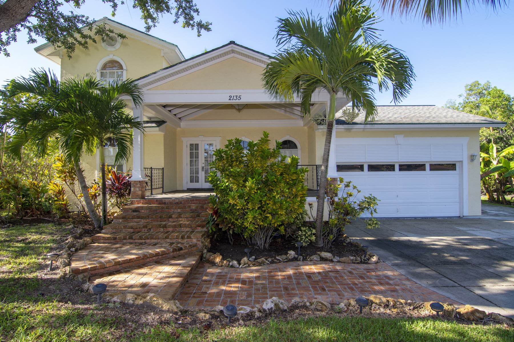 Single Family Homes for Sale at That Beach Life, Though! 2135 Seminole Shores Lane Vero Beach, Florida 32963 United States