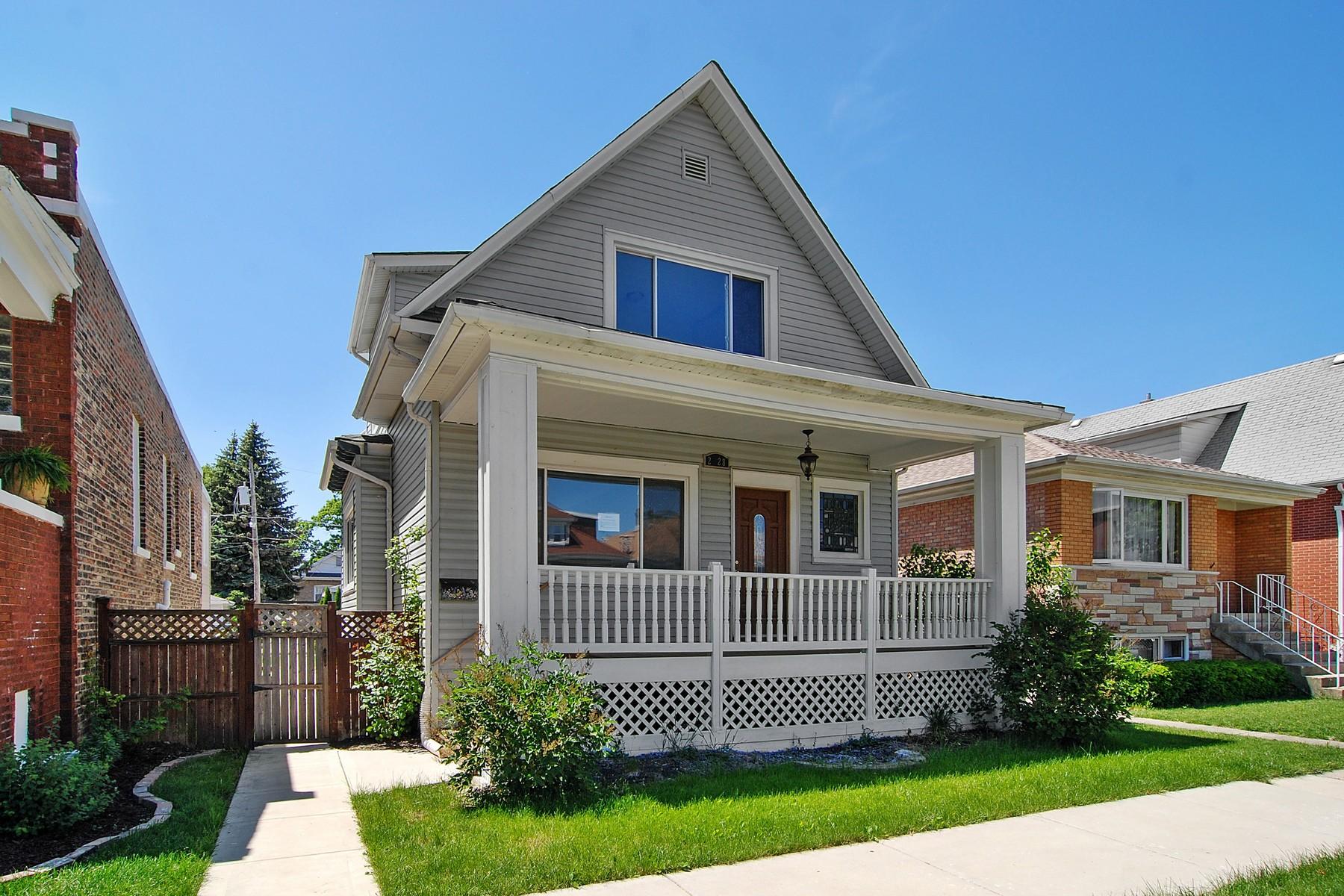 Tek Ailelik Ev için Satış at Beautifully Renovated Home 2228 Highland Avenue Berwyn, Illinois, 60402 Amerika Birleşik Devletleri