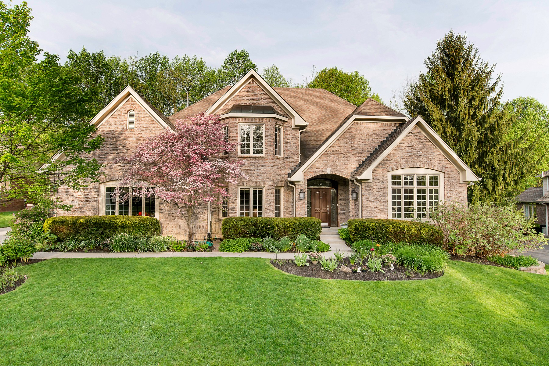 Single Family Home for Sale at Updated Yet Traditional 8964 Bay Breeze Lane Indianapolis, Indiana 46236 United States