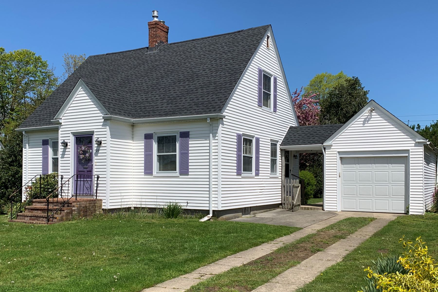Single Family Homes for Sale at Adorable Cape 20 Dudley North Avenue Middletown, Rhode Island 02842 United States