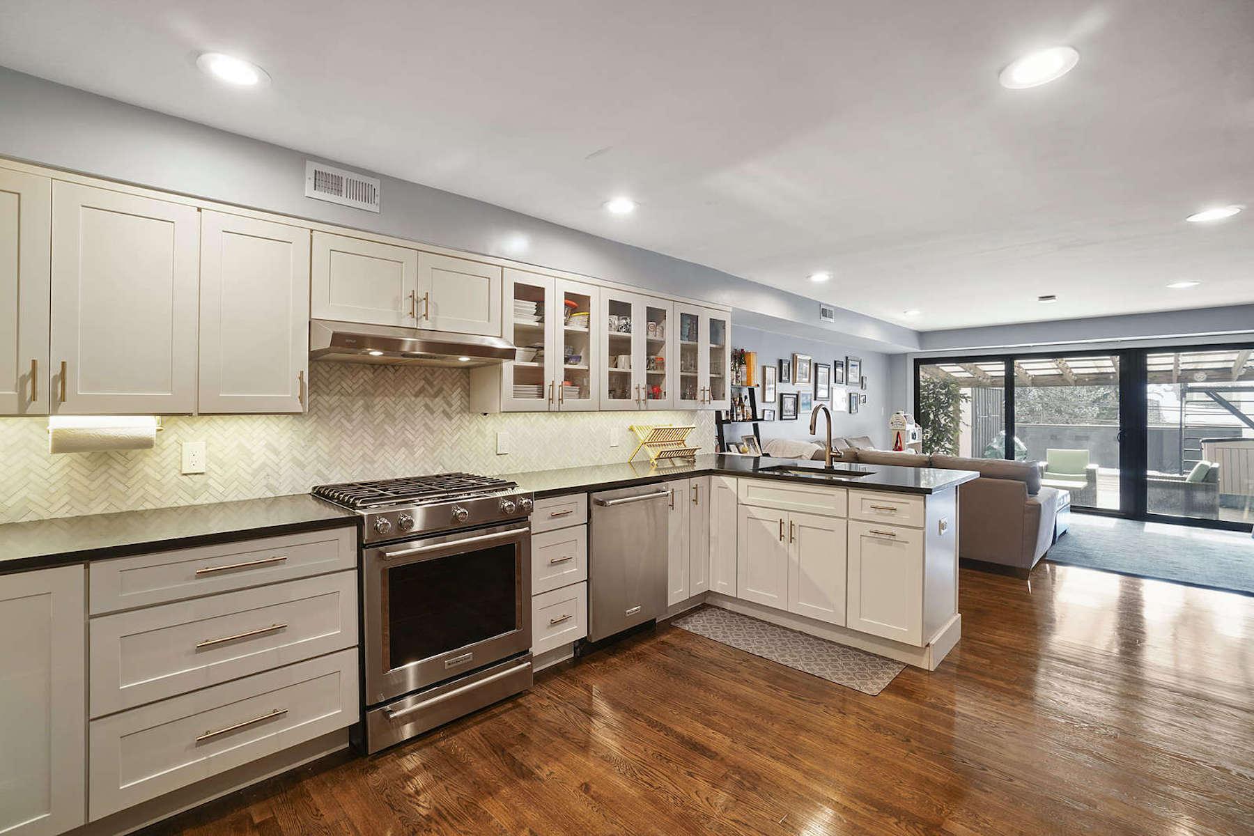 Condominiums por un Venta en 120 Beaconsfield Road, Unit 22 120 Beaconsfield Rd 22 Brookline, Massachusetts 02445 Estados Unidos