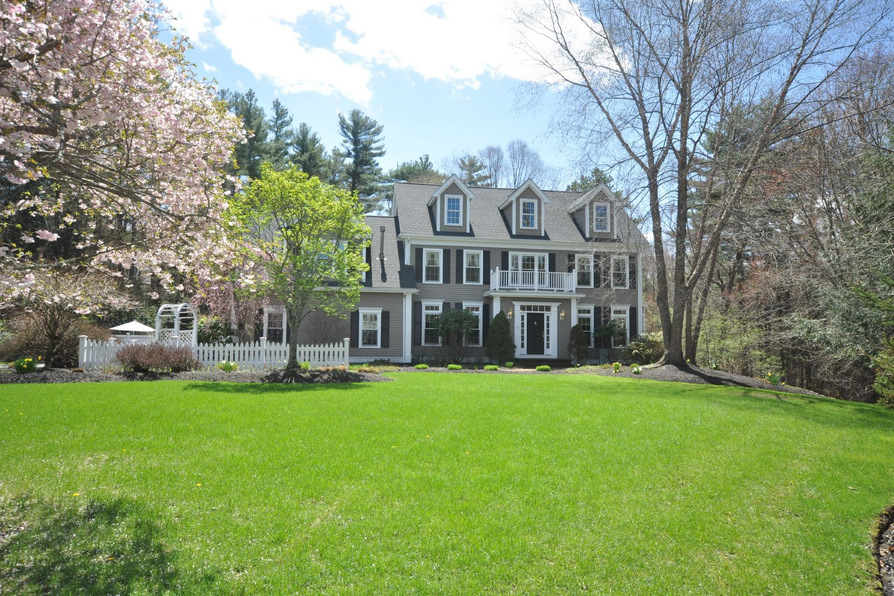 Single Family Home for Active at 10 Jade Walk, Medfield 10 Jade Walk Medfield, Massachusetts 02052 United States