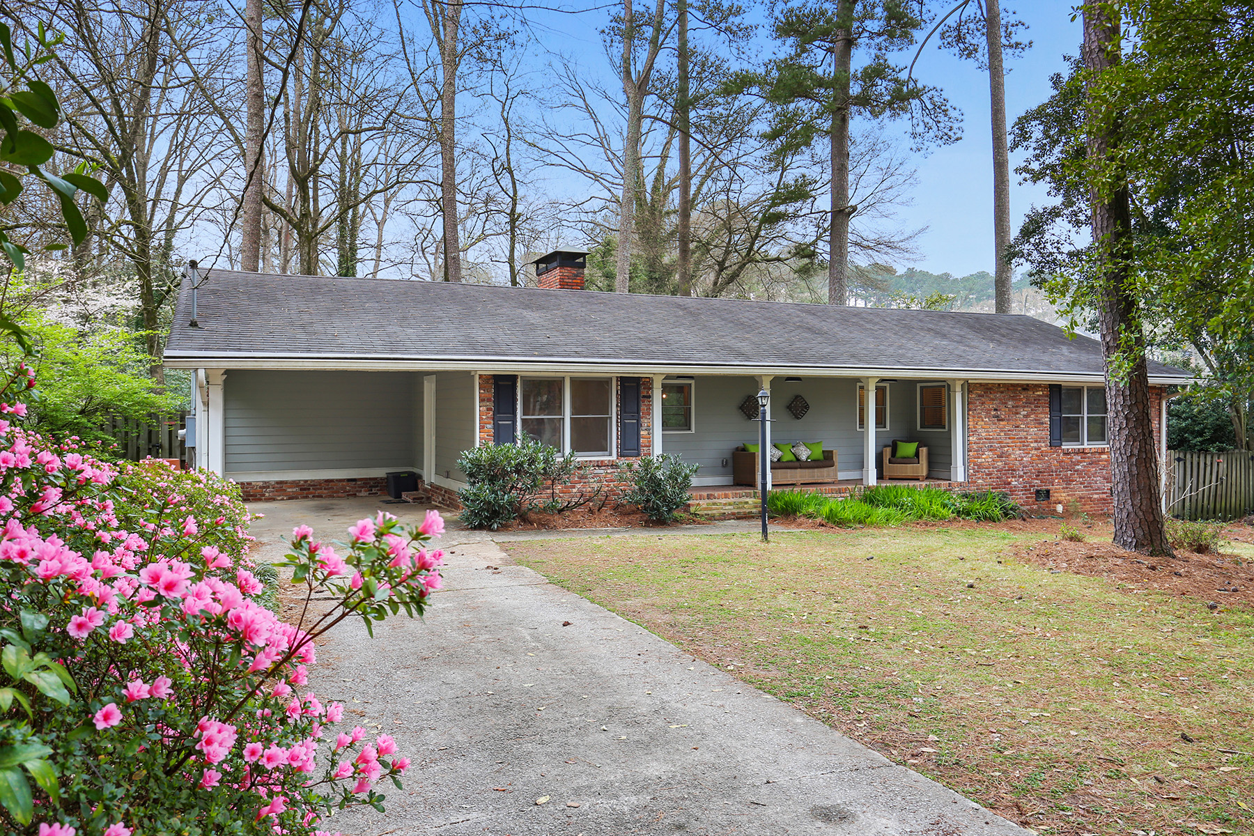 Single Family Homes for Sale at An Open Floor Plan Hunter's Dream in Sagamore Hills 1652 Heatherwood Drive Decatur, Georgia 30033 United States