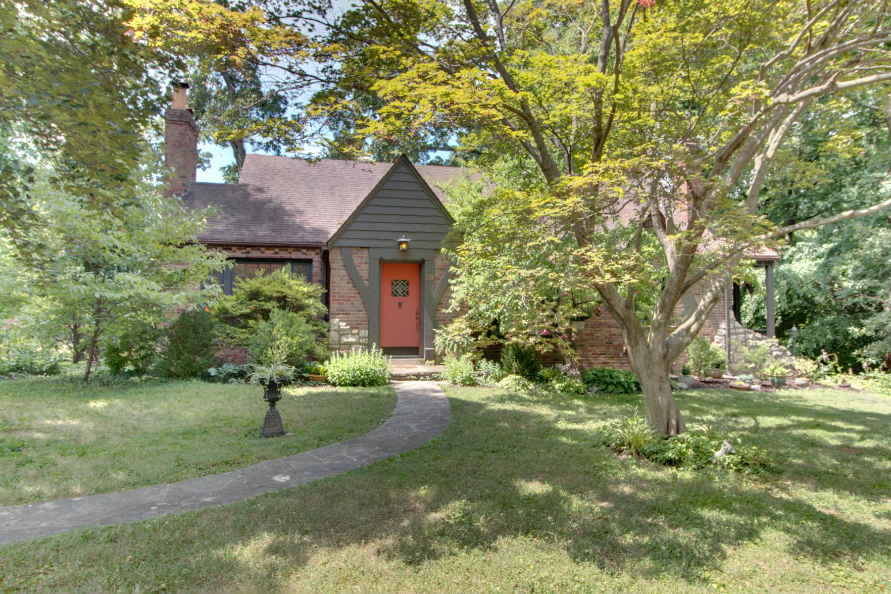 Casa Unifamiliar por un Venta en Armin Lane 19 Armin Ln Webster Groves, Missouri, 63119 Estados Unidos