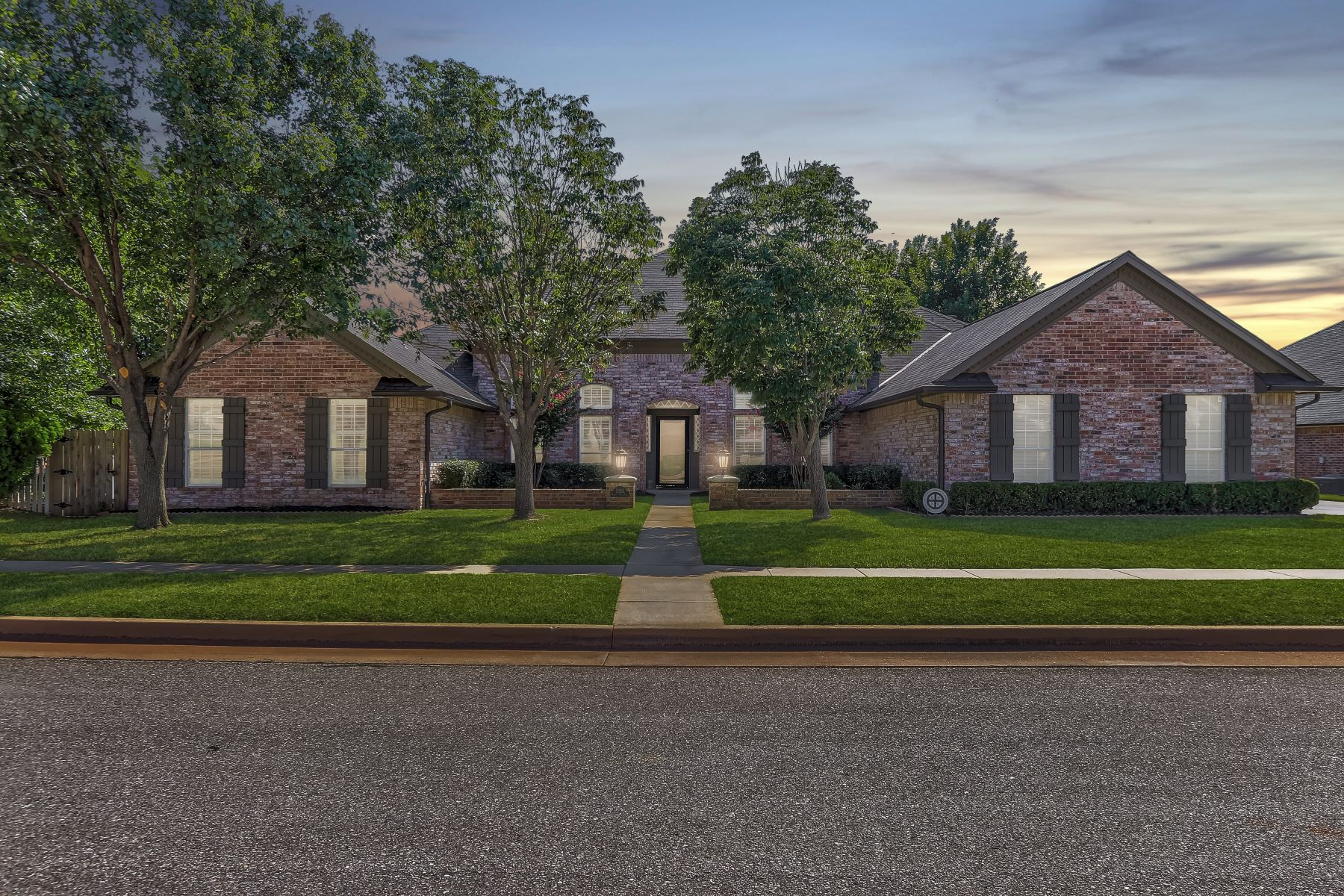 Single Family Homes for Active at One Level Dream on the Greenbelt 12832 Knight Hill Road Oklahoma City, Oklahoma 73142 United States