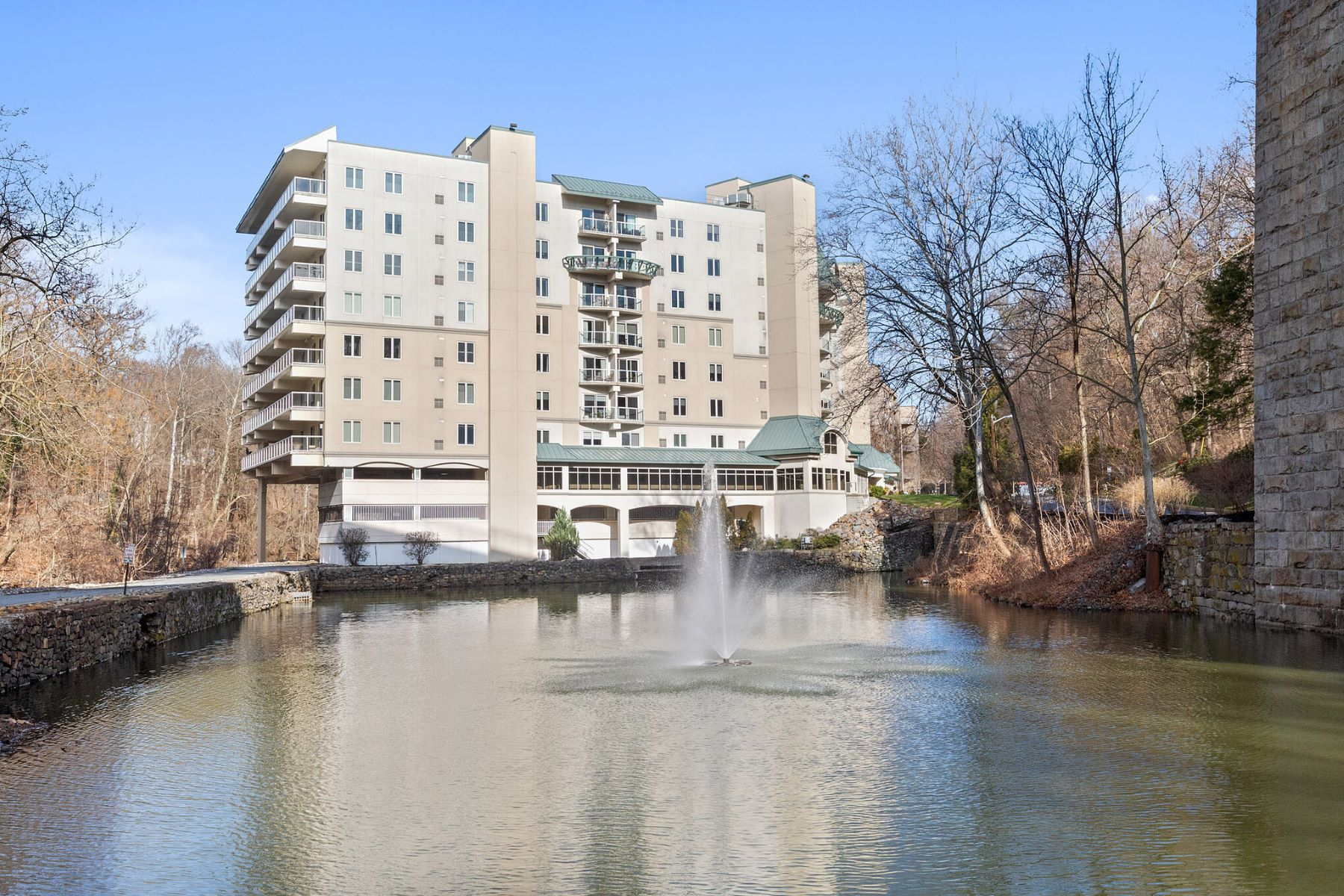 Condominiums for Sale at 1702 N. Park Dr., #18, Wilmington, DE 19806 1702- Unit N Park Drive # 18 Wilmington, Delaware 19806 United States