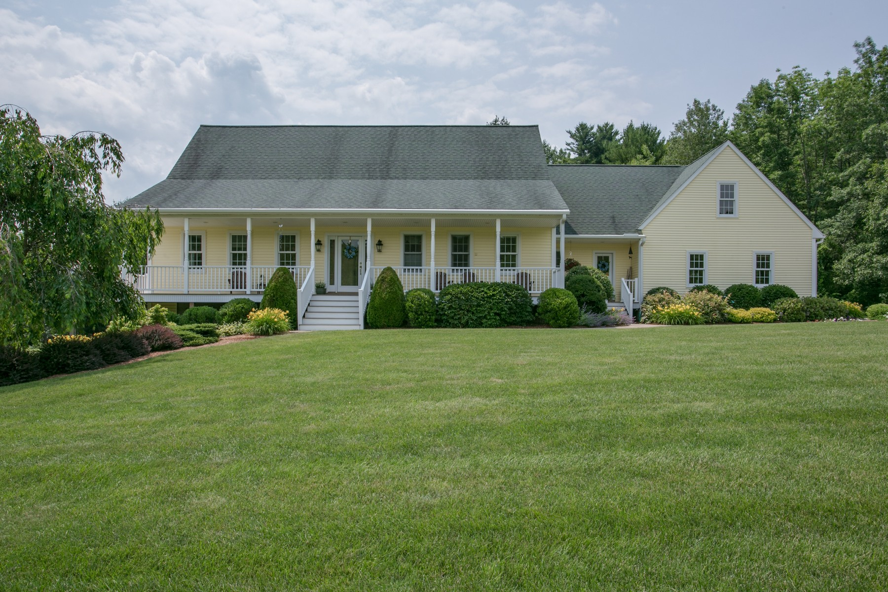 Single Family Home for Sale at Beautiful Cape Atop A Sloping Hill 17 Bigelow Road North Brookfield, 01535 United States