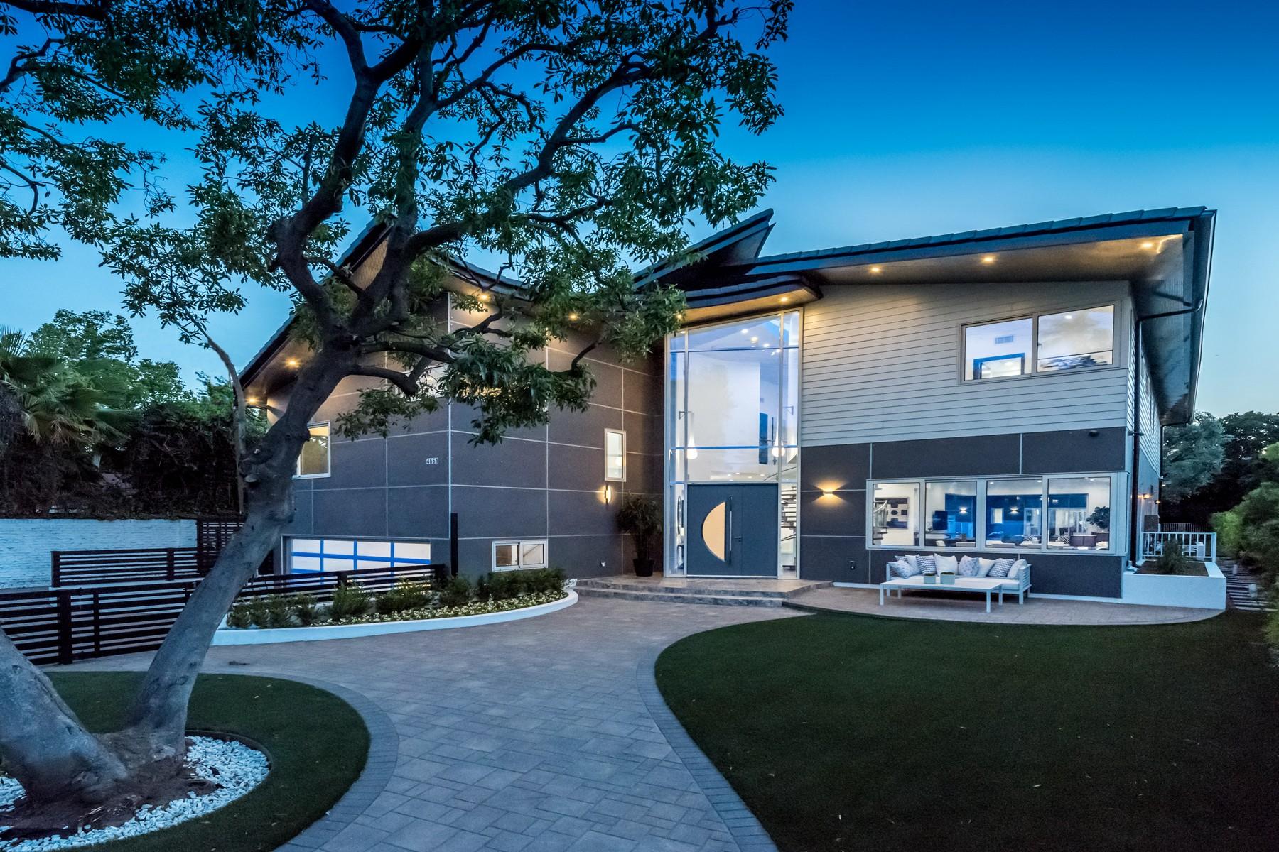 Single Family Home for Sale at 4661 Hayvenhurst Ave Encino, California 91436 United States
