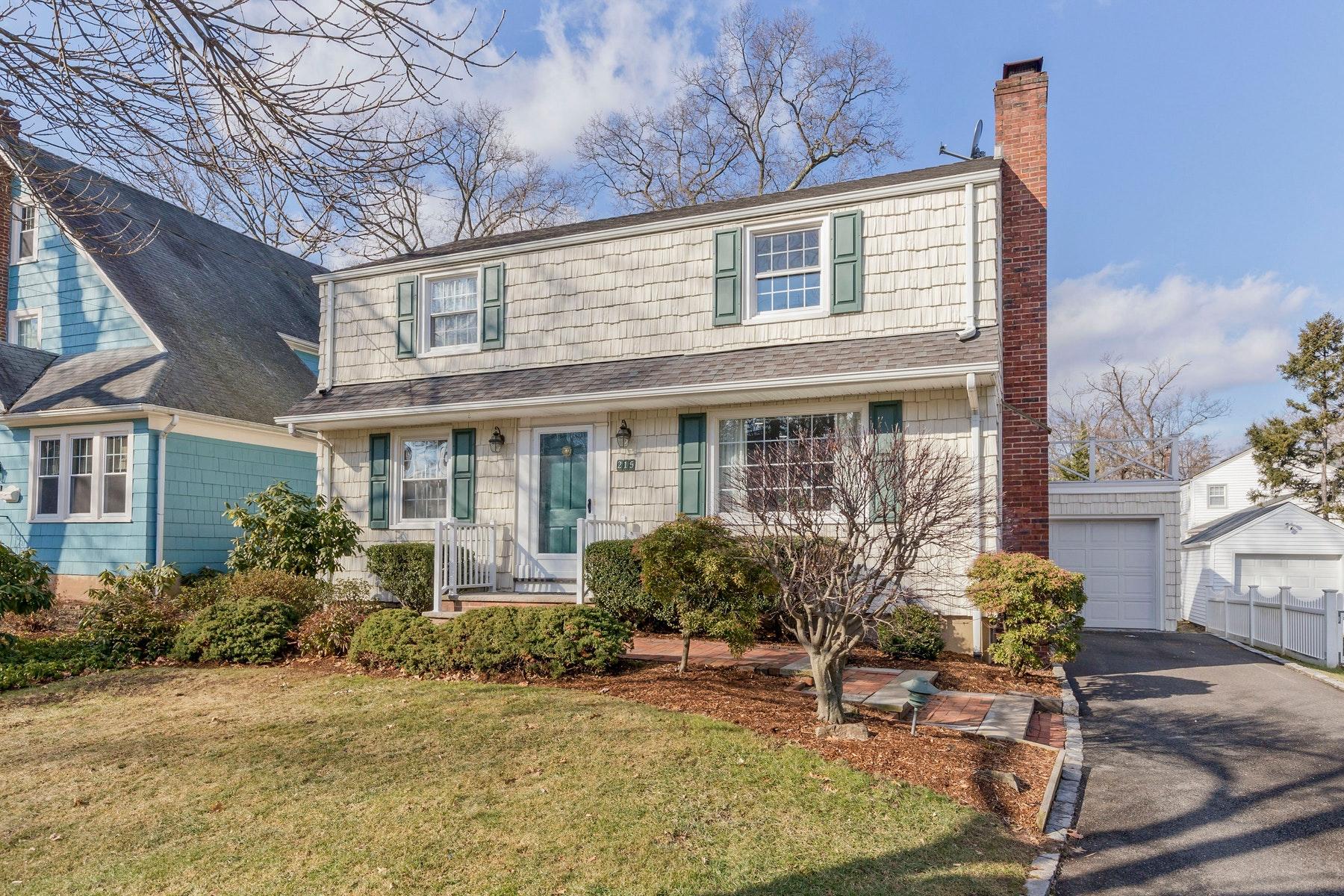 Частный односемейный дом для того Продажа на Live Bright 215 Herbert Ave, Fanwood, Нью-Джерси 07023 Соединенные Штаты