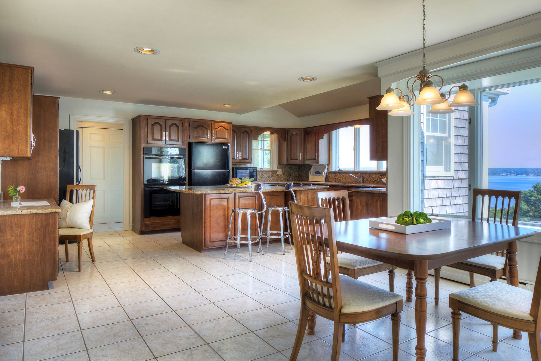 Additional photo for property listing at Water Views 377 Sea Meadow Drive Portsmouth, Rhode Island 02871 United States