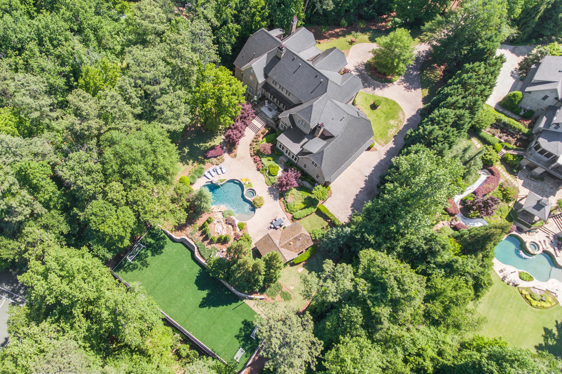 Частный односемейный дом для того Продажа на Exceptional Gated Estate Nestles on Two Acres in Prime Sandy Springs Location 5220 Northside Drive NW Atlanta, Джорджия, 30327 Соединенные Штаты
