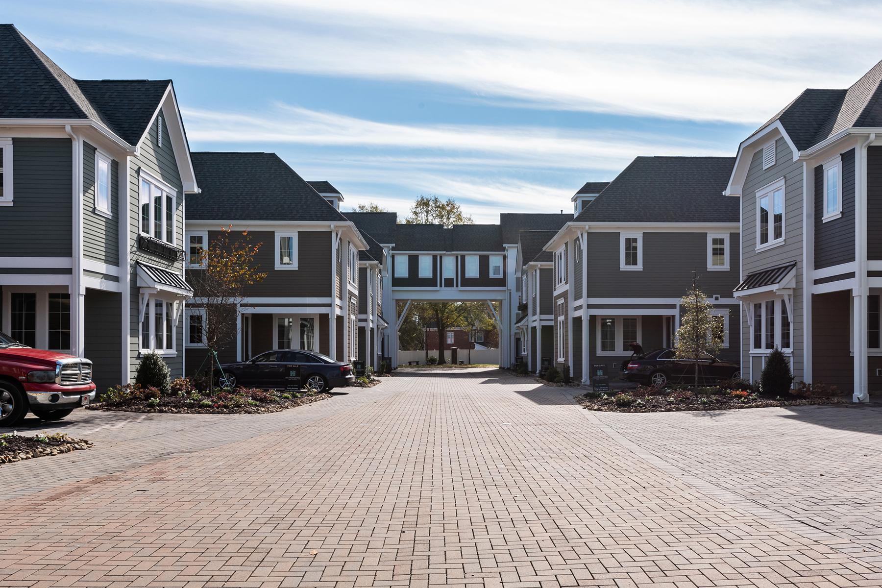 Condominiums por un Venta en REA COURT 7904 Rea View Ct, Charlotte, Carolina Del Norte 28226 Estados Unidos