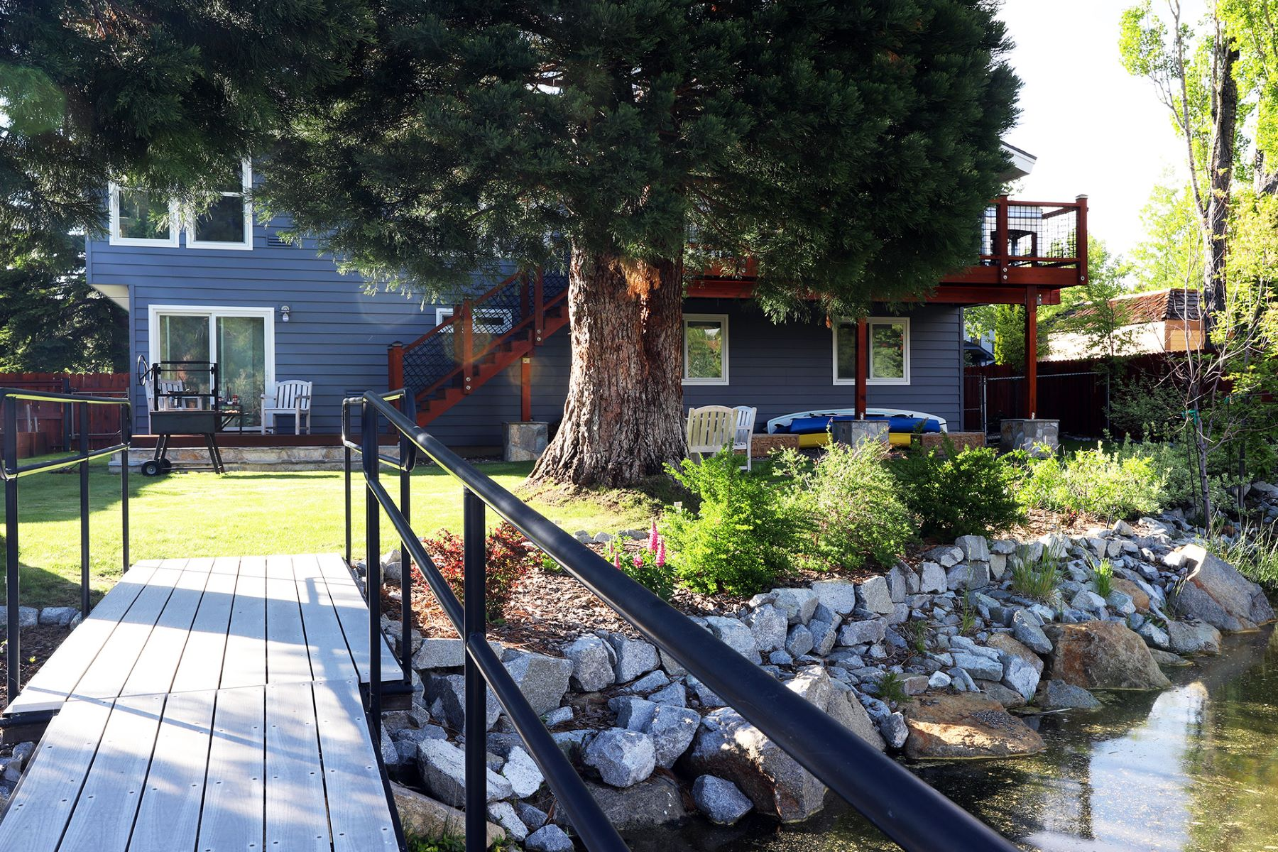 Additional photo for property listing at 2246 White Sands Drive, South Lake Tahoe, CA, 96150 2246 White Sands Drive South Lake Tahoe, California 96150 United States