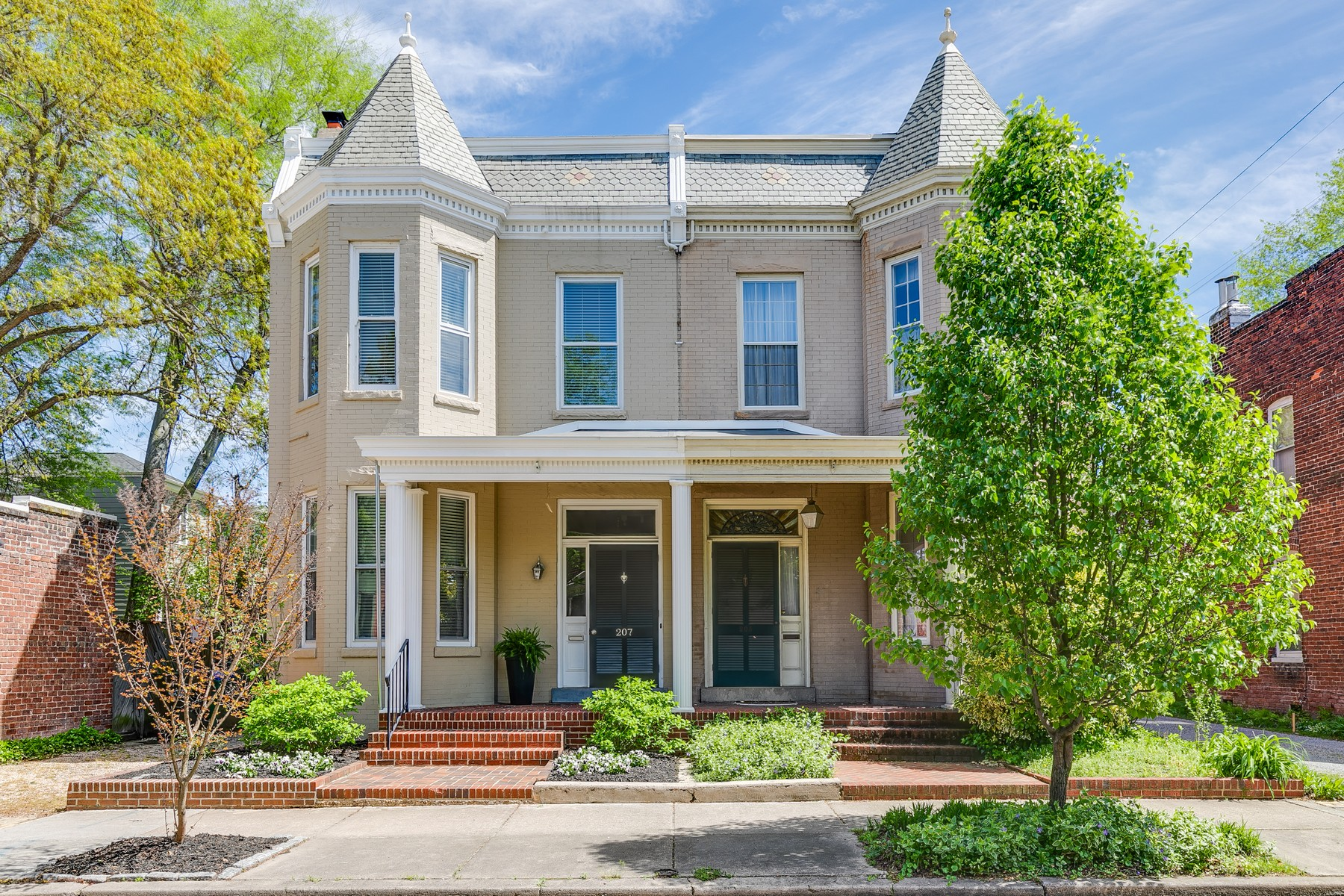 Single Family Home for Sale at Great Rowhouse in The Fan 207 N. Meadow St Richmond, Virginia 23220 United States
