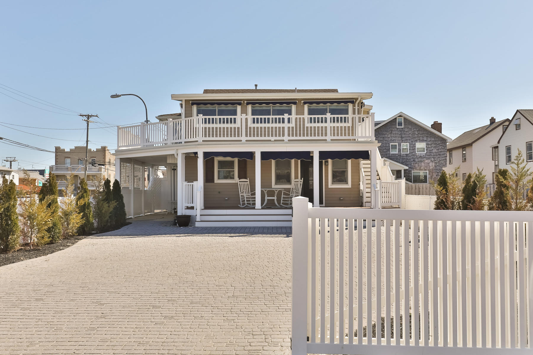 Casa Unifamiliar por un Venta en Panoramic Ocean Views 17 Sampson Avenue Seaside Heights, Nueva Jersey 08751 Estados Unidos