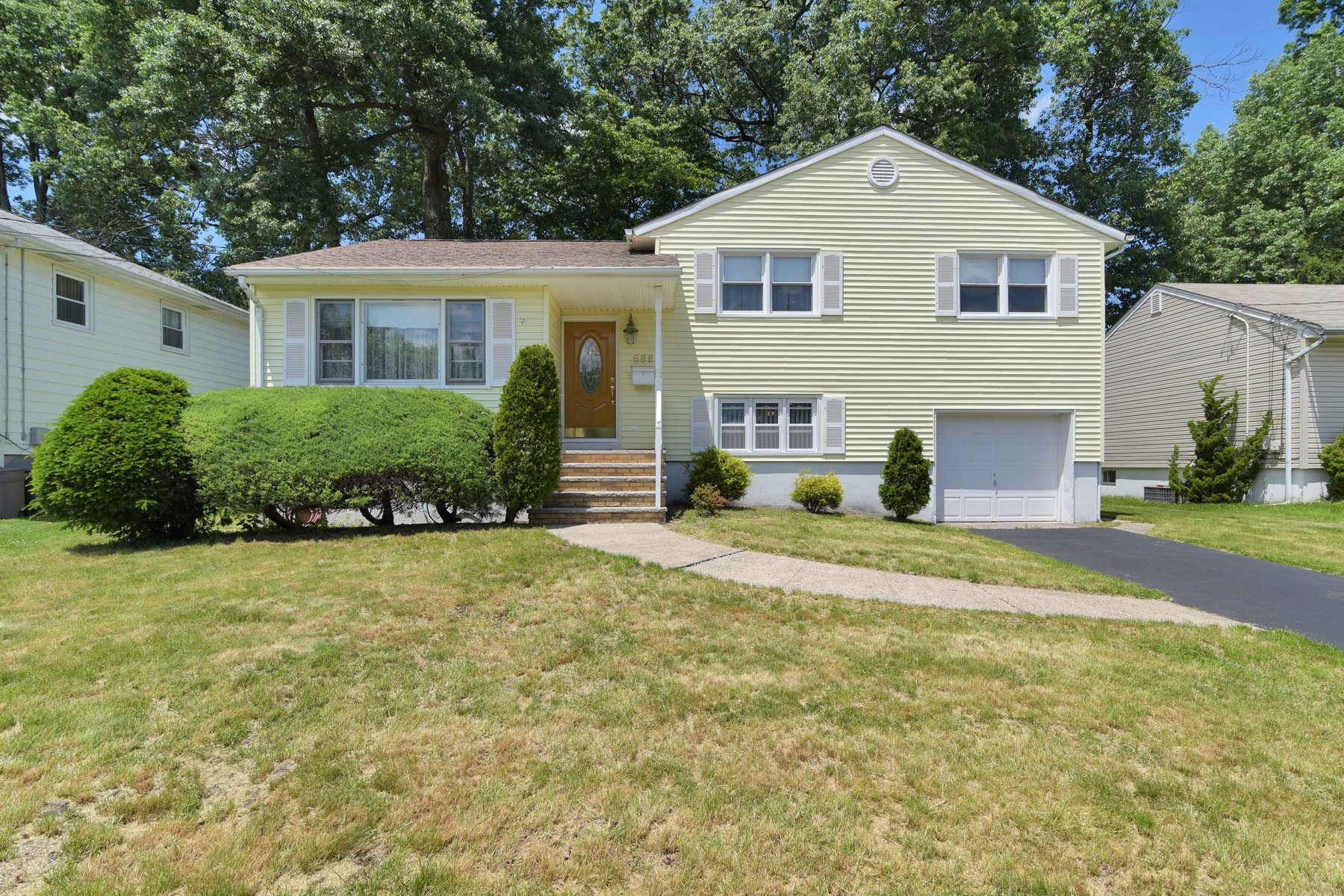 Single Family Homes for Sale at Spring Gardens 688 Winchester Ave Union, New Jersey 07083 United States