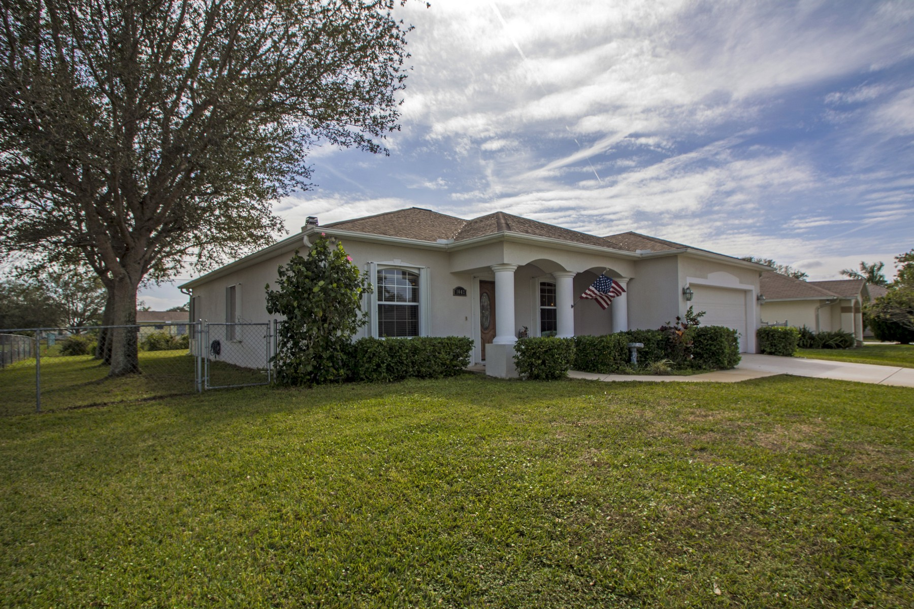 Villa per Vendita alle ore Beautiful Updated Pool Home In Sebastian 1042 Landsdowne Drive, Sebastian, Florida, 32958 Stati Uniti