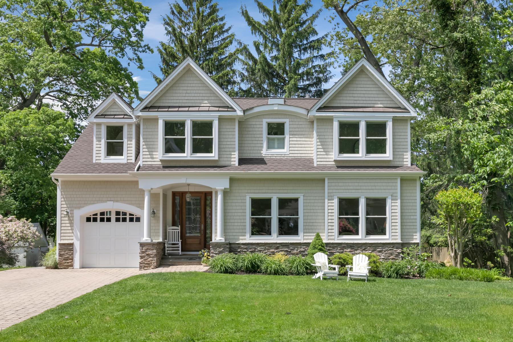 Single Family Homes per Vendita alle ore Upscale Suburban at its Best 3 Oakwood Lane Rumson, New Jersey 07760 Stati Uniti