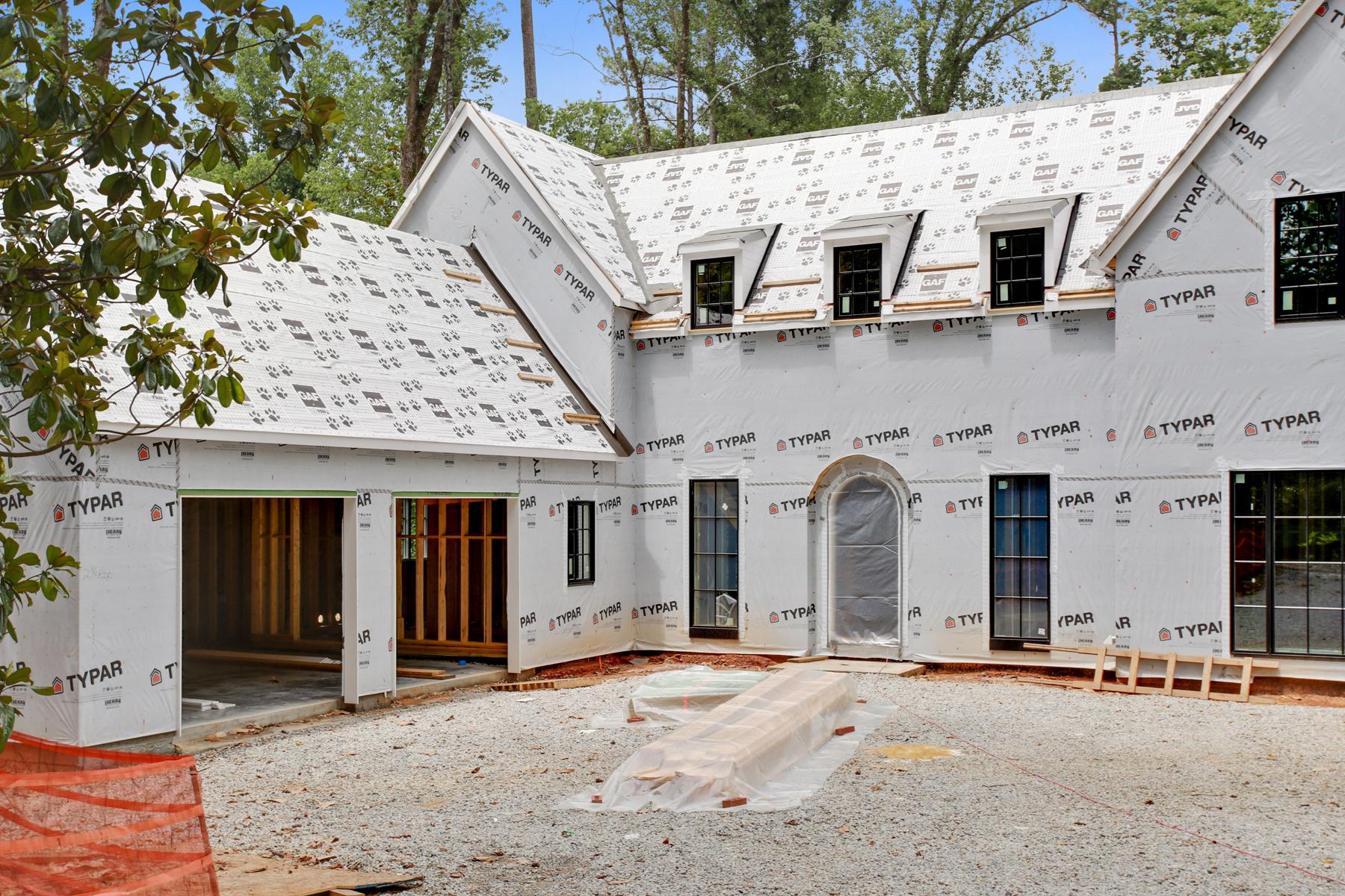 Moradia para Venda às Classic Traditional Design With A Contemporary Edge 4560 Peachtree Dunwoody Road NE Sandy Springs, Geórgia 30342 Estados Unidos