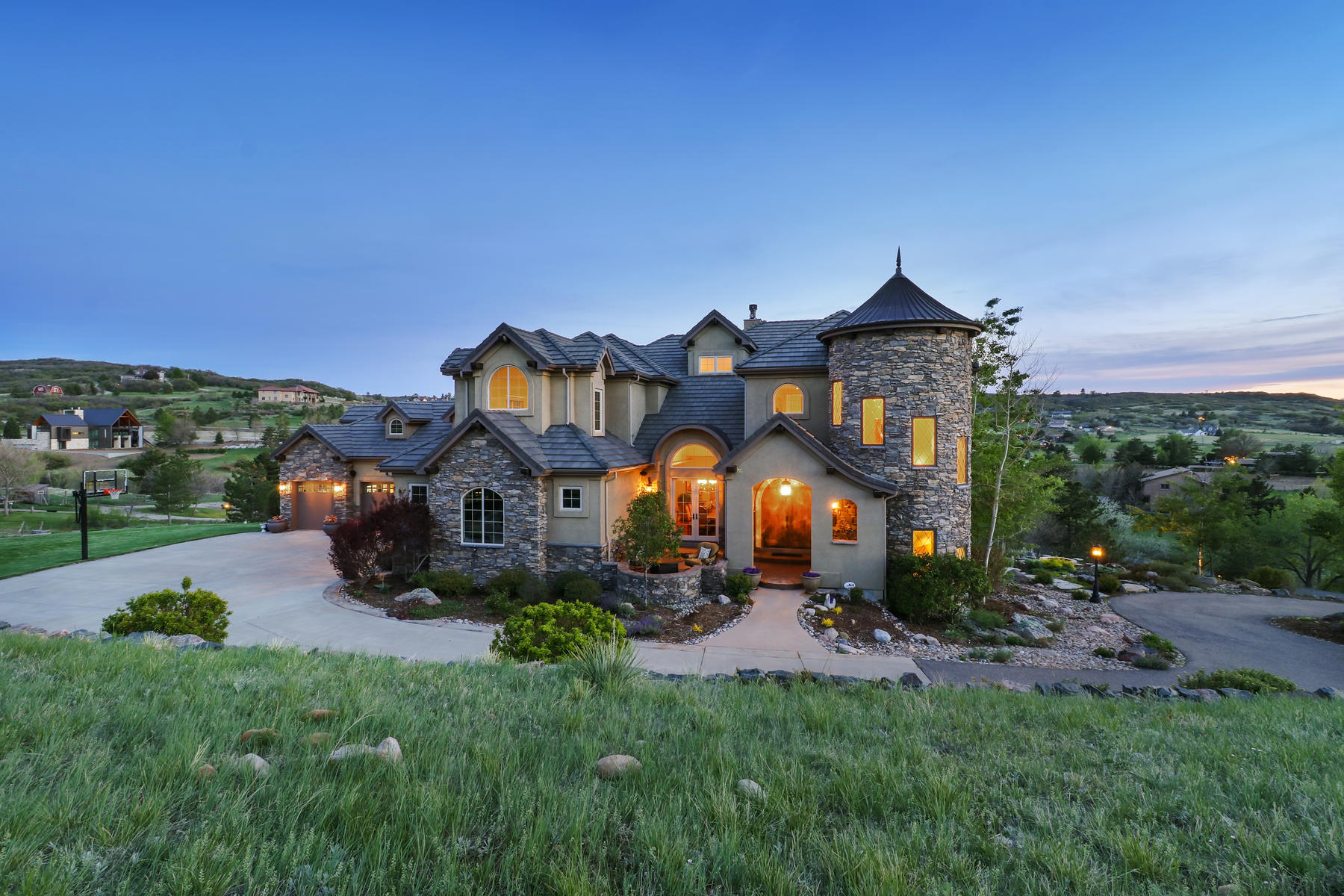 Single Family Home for Sale at Stunning mountain views at this luxurious custom built home 10714 Flatiron Rd Littleton, Colorado, 80124 United States