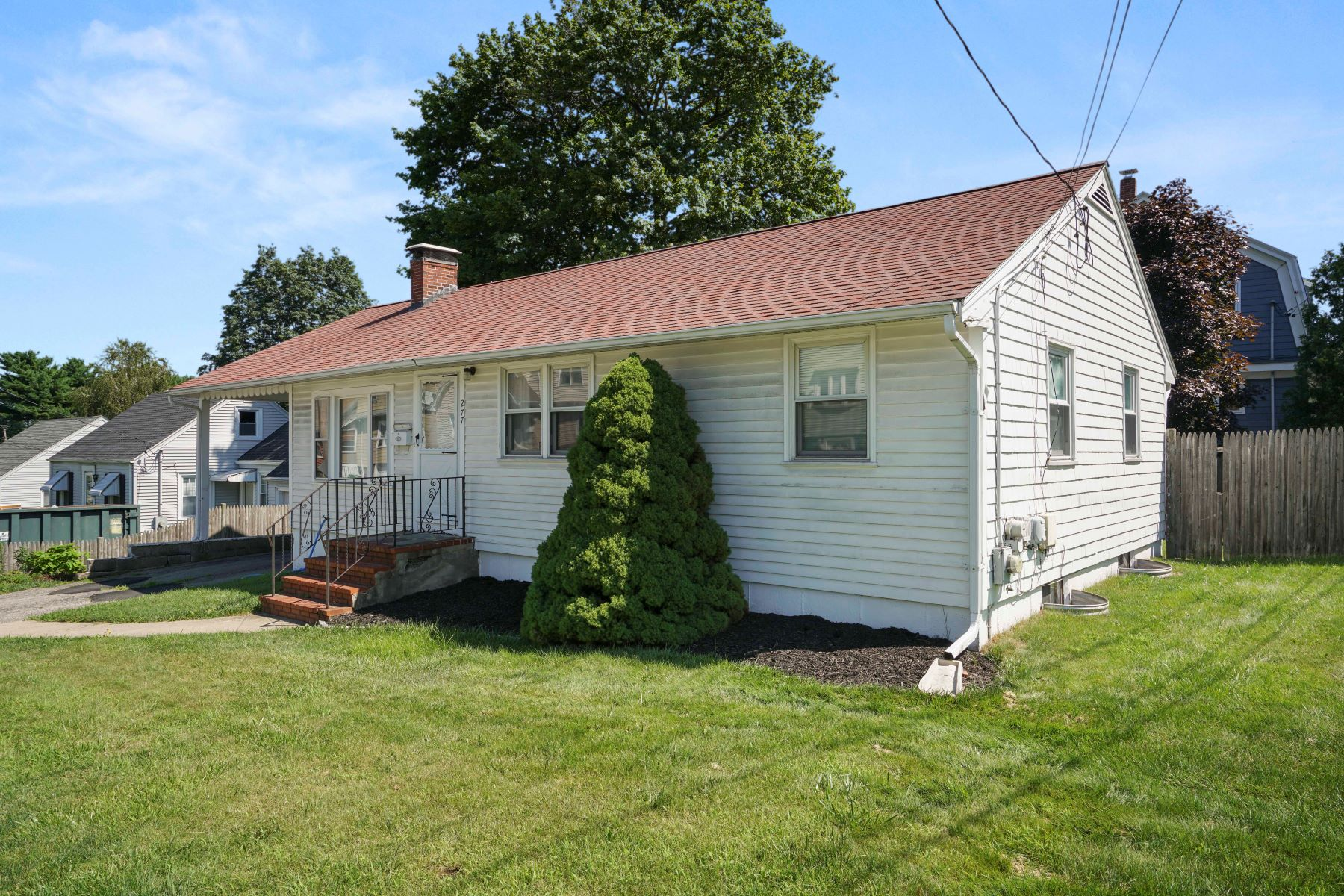 Single Family Homes for Sale at 277 Shaw Street, Braintree 277 Shaw Street Braintree, Massachusetts 02184 United States