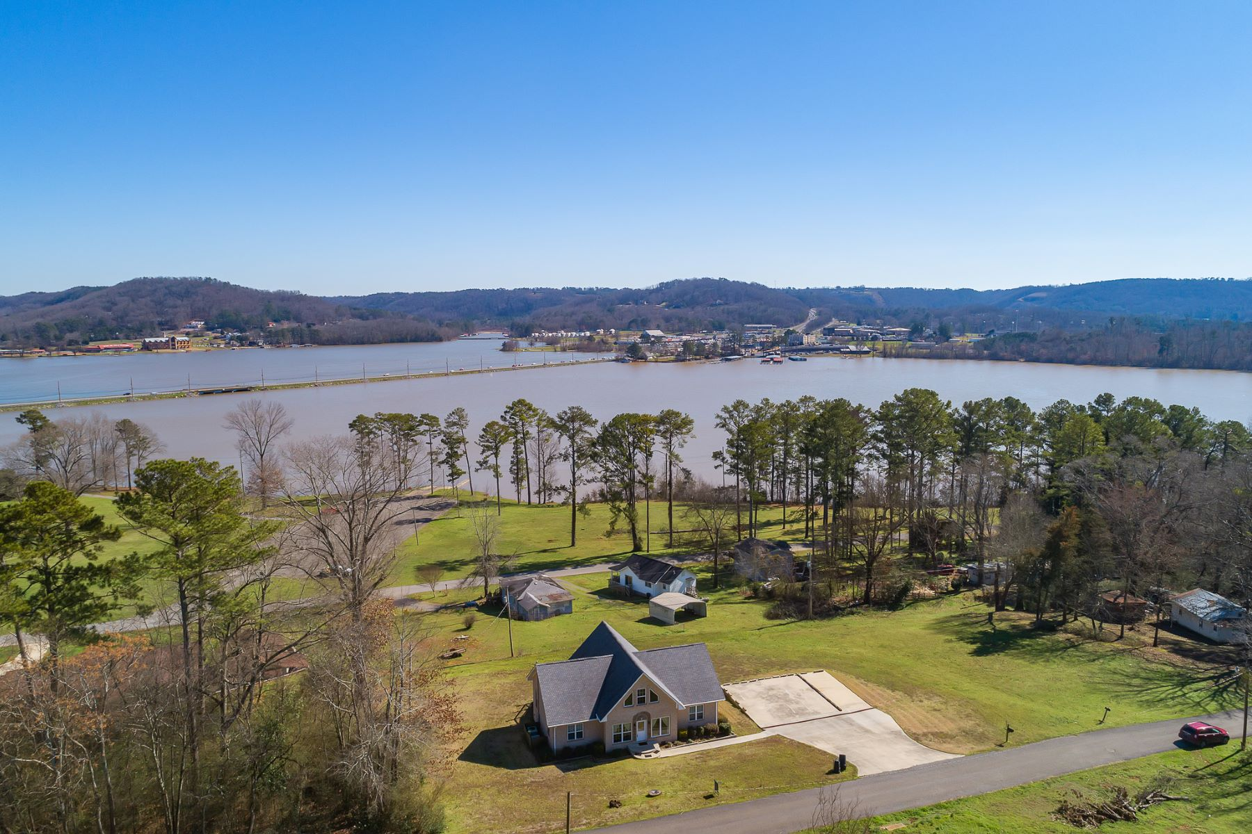 Single Family Homes for Active at 2609 Dunlap Avenue Guntersville, Alabama 35976 United States