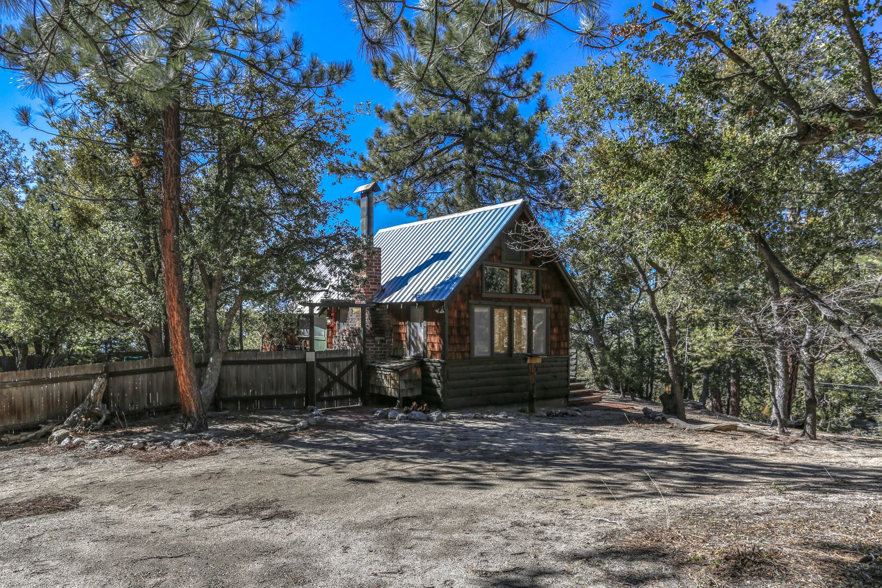 Single Family Homes for Active at 24385 Rocky Point Rd Idyllwild, California 92549 United States