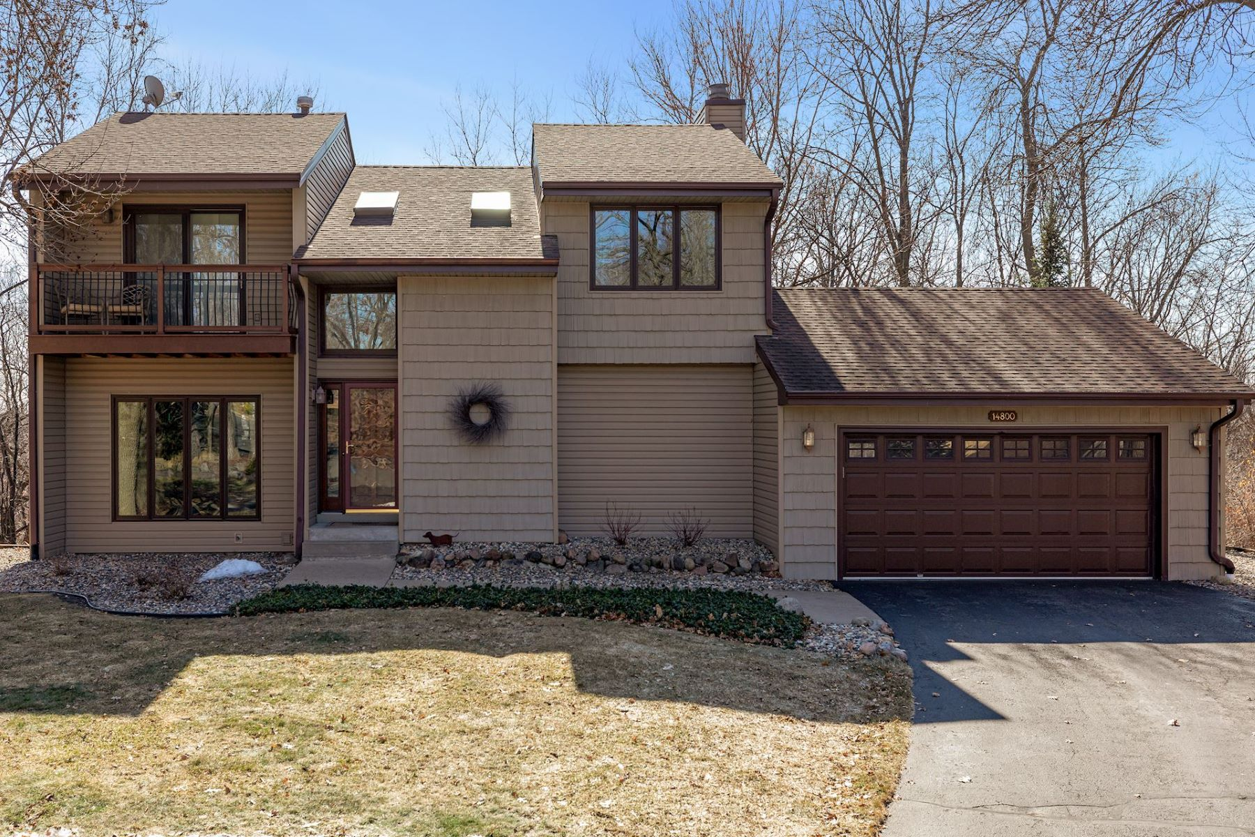 Single Family Homes for Sale at Fabulous 3 Bedroom Home in Award Winning Eden Prairie on private cul-de-sac. 14800 Ironwood Court Eden Prairie, Minnesota 55346 United States