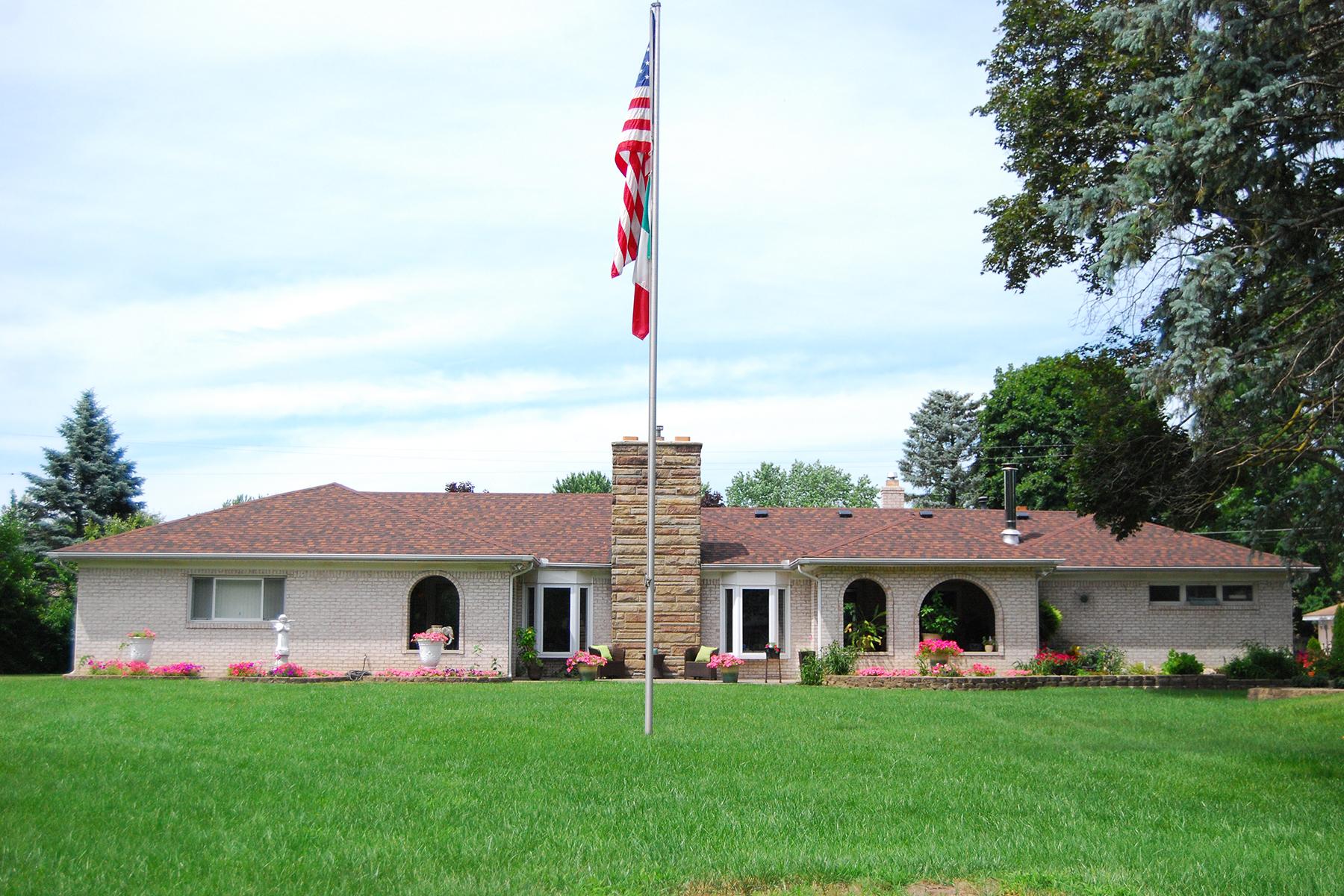 独户住宅 为 销售 在 Livonia 36650 Joy, Livonia, 密歇根州 48150 美国