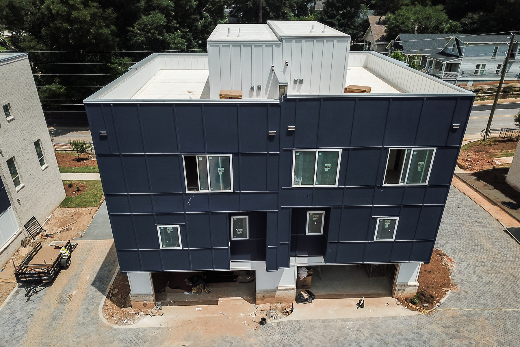 Additional photo for property listing at 62 Modern and Innovative Townhomes Featuring Rooftop Decks 2029 Memorial Drive #1 Atlanta, Georgia 30317 United States