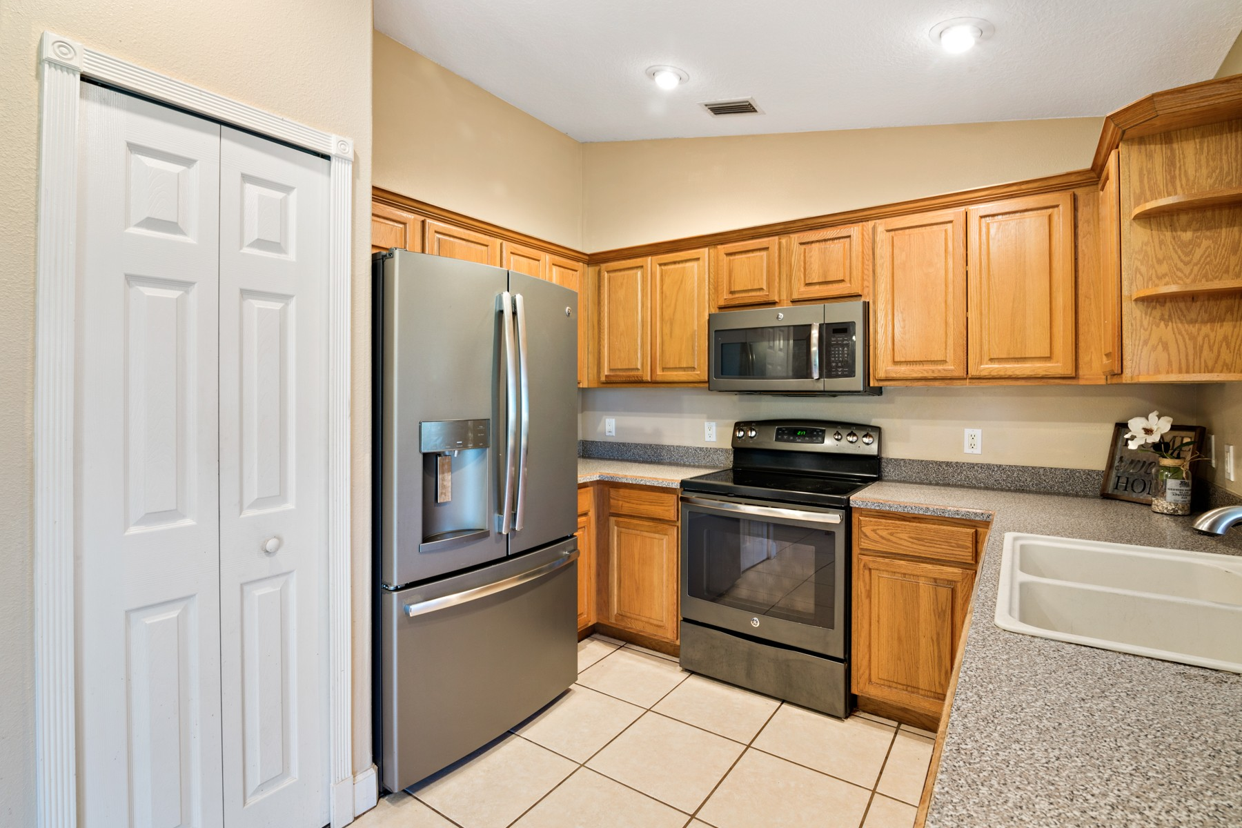 Additional photo for property listing at Live the Florida Dream! 2773 San Filippo Dr SE Palm Bay, Florida 32909 United States