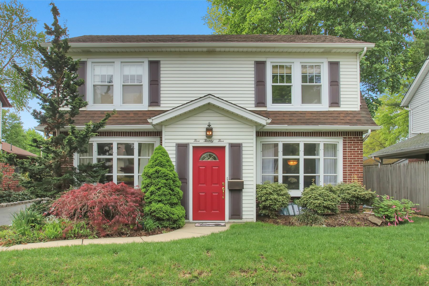 Single Family Home for Sale at Beautiful River Vale Colonial! 525 Cleveland Avenue Westwood, New Jersey 07675 United States