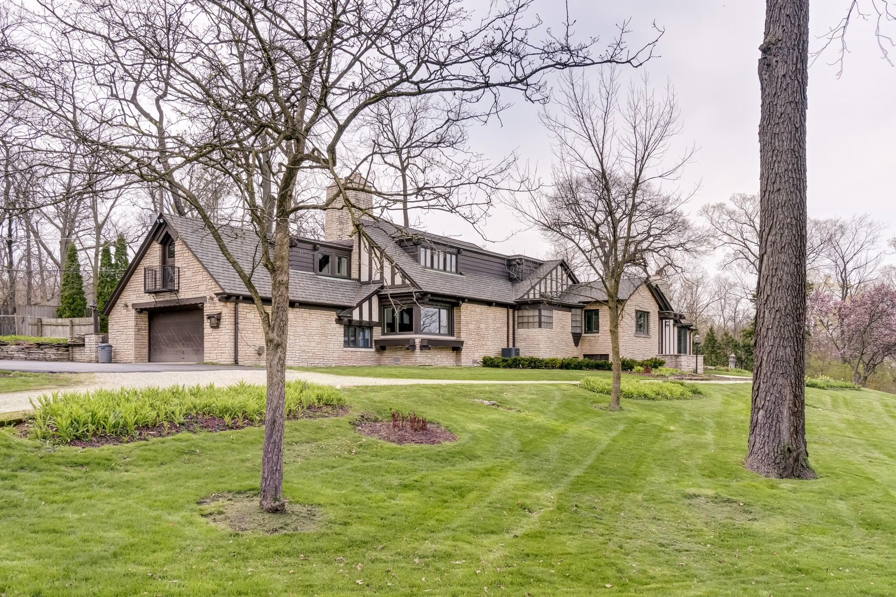 独户住宅 为 销售 在 Indiana Limestone Tudor on 1.75 Acres 1340 Maple Avenue 纳斯格罗夫, 伊利诺斯州, 60515 美国