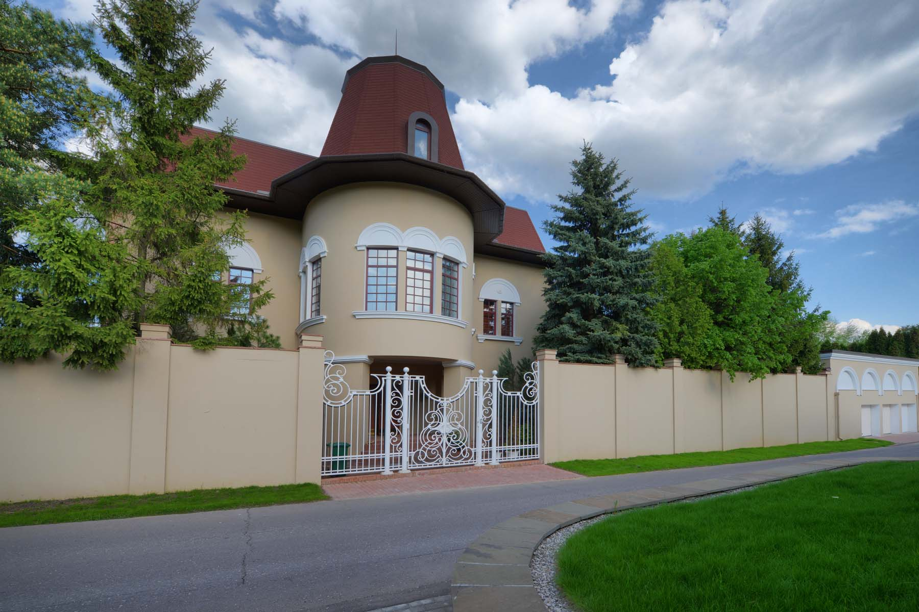 Single Family Homes for Sale at LUXURY HOUSE 984 SQ.M. IN BARVIKHA Moscow, Moscow Russia