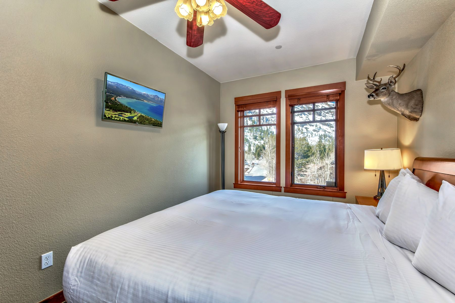 Additional photo for property listing at RARE Top Floor with Panoramic Mountain Views 1985 Squaw Valley Road, #2-412 Olympic Valley, California 96146 United States