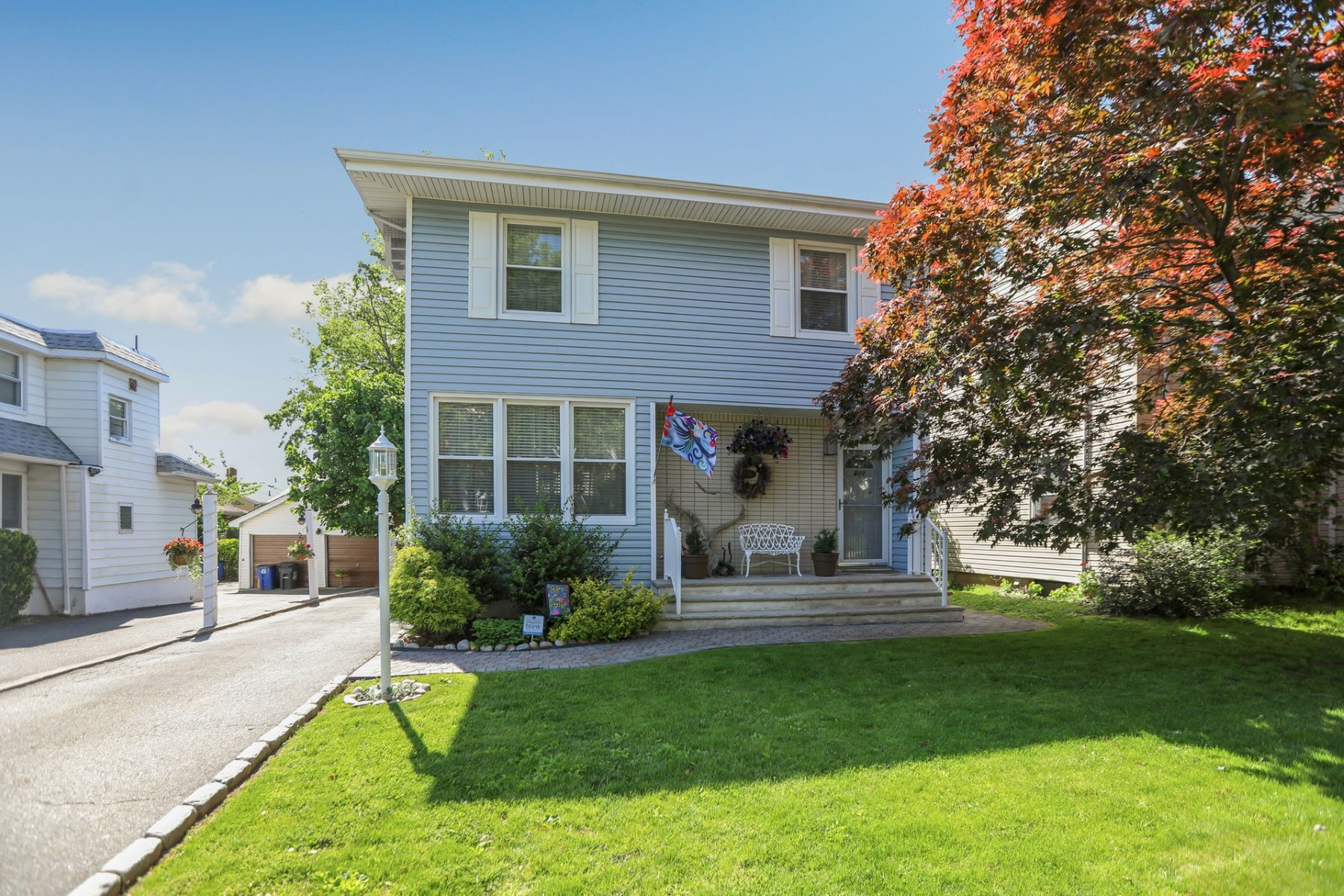 Single Family Homes for Sale at Move-in-ready, sun-lit Colonial 238 Terrace Ave Hasbrouck Heights, New Jersey 07604 United States