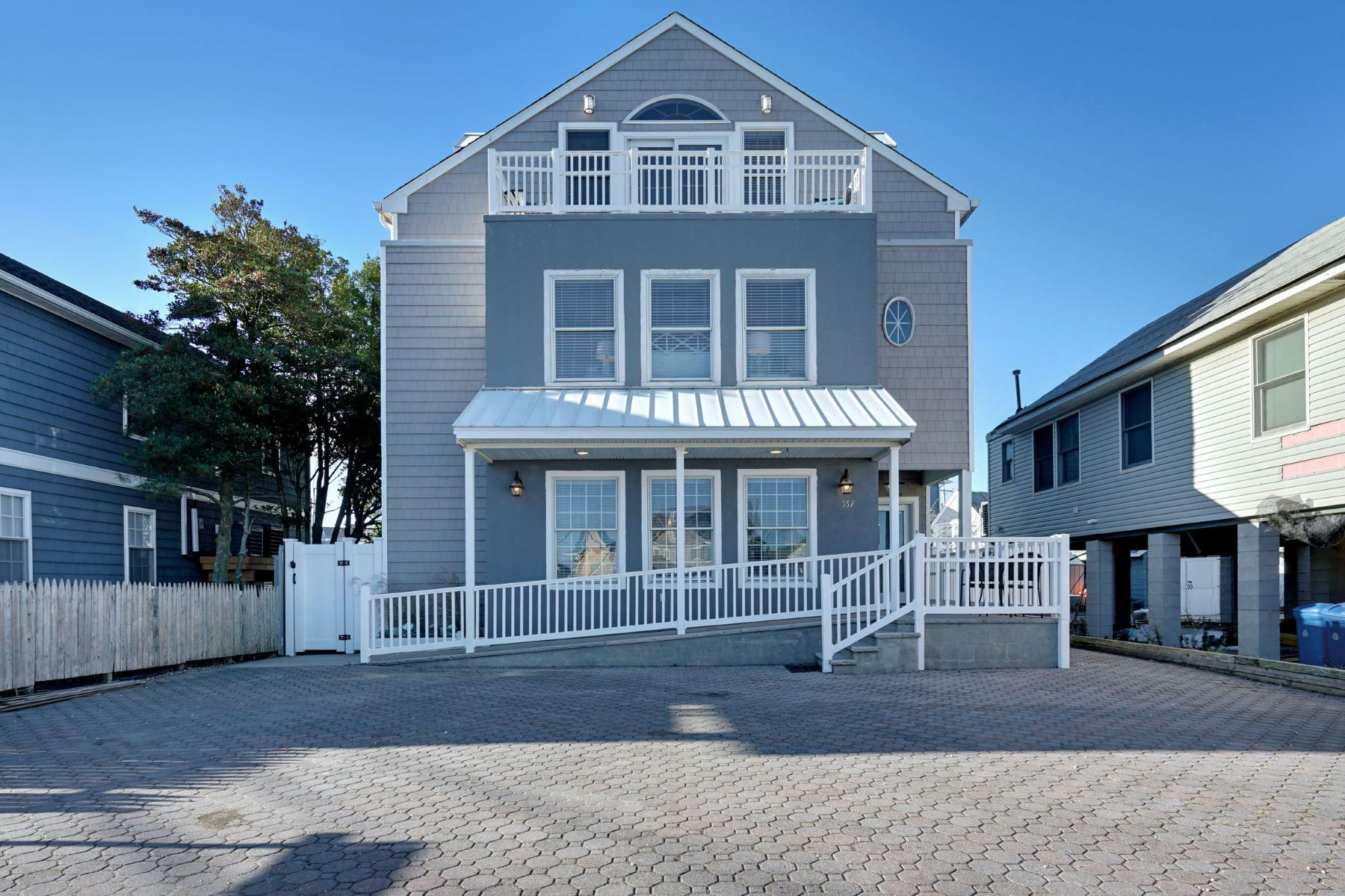Multi-Family Homes 为 销售 在 Multi-Family Home 557 E Main Street, Manasquan, 新泽西州 08736 美国