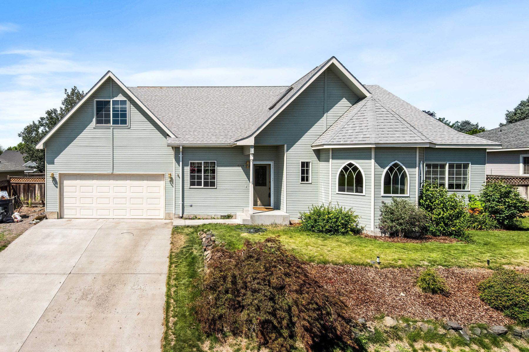 Single Family Homes for Sale at Hello Beautiful! Custom build & original owner! 4315 Desert Plateau Drive Pasco, Washington 99301 United States