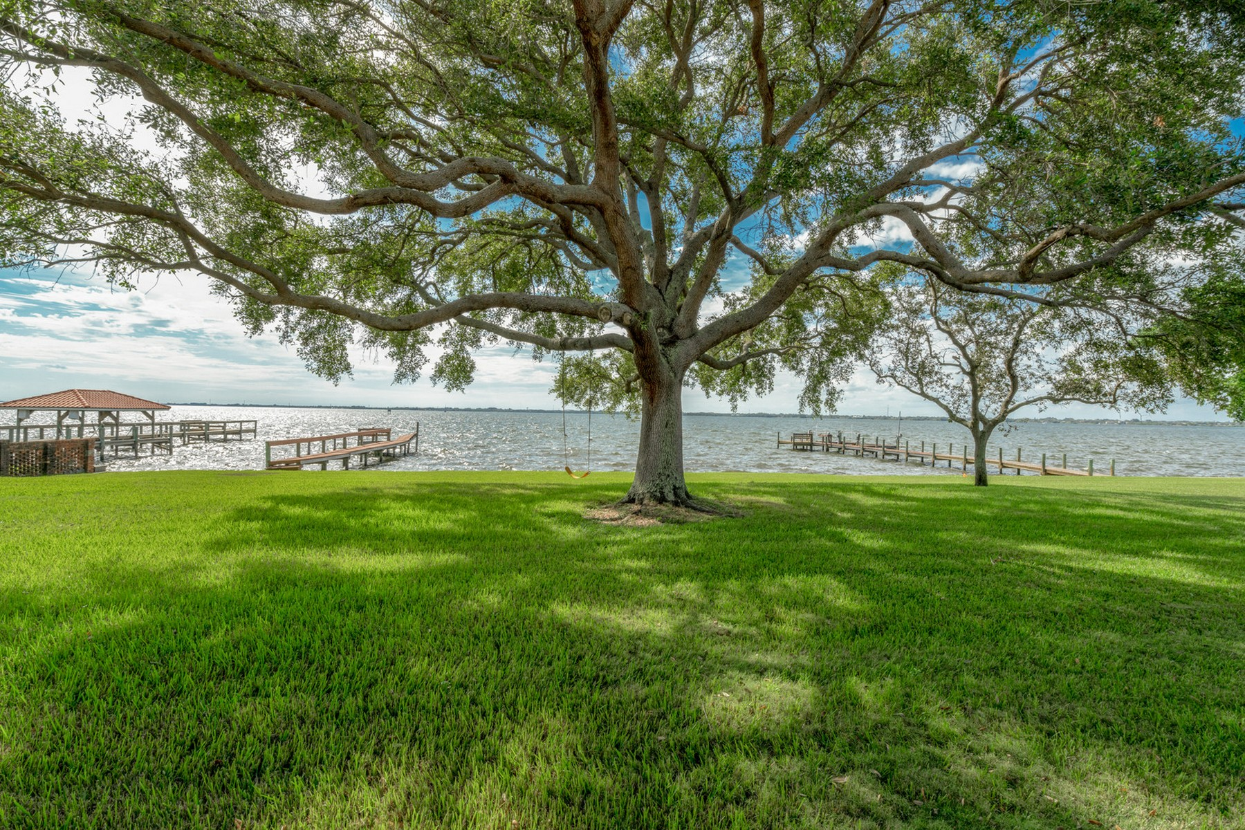 Additional photo for property listing at Exceptional Riverfront Home 208 Riverside Drive Melbourne Beach, Florida 32951 United States