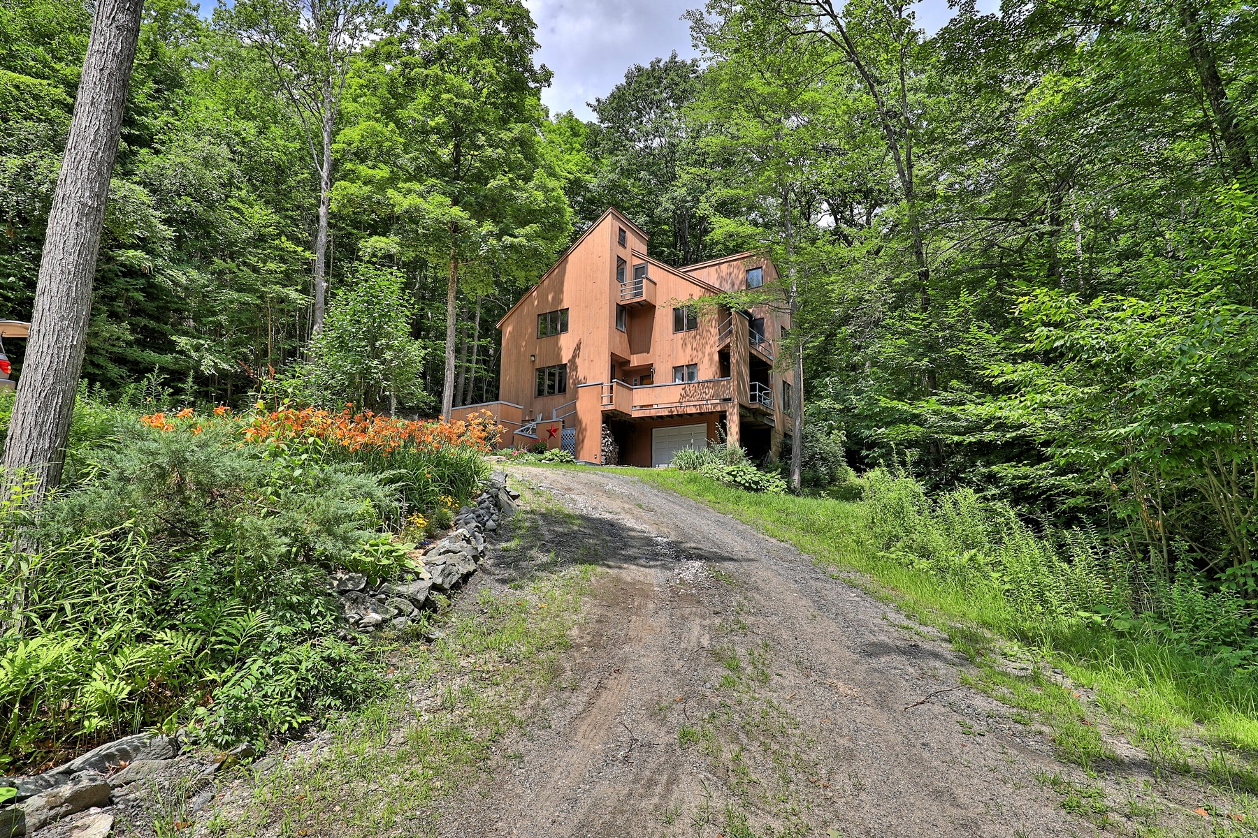 Single Family Homes for Sale at 3-Level Contemporary Nestled on 10 Acres 785 Stage Coach Rd Grafton, Vermont 05146 United States