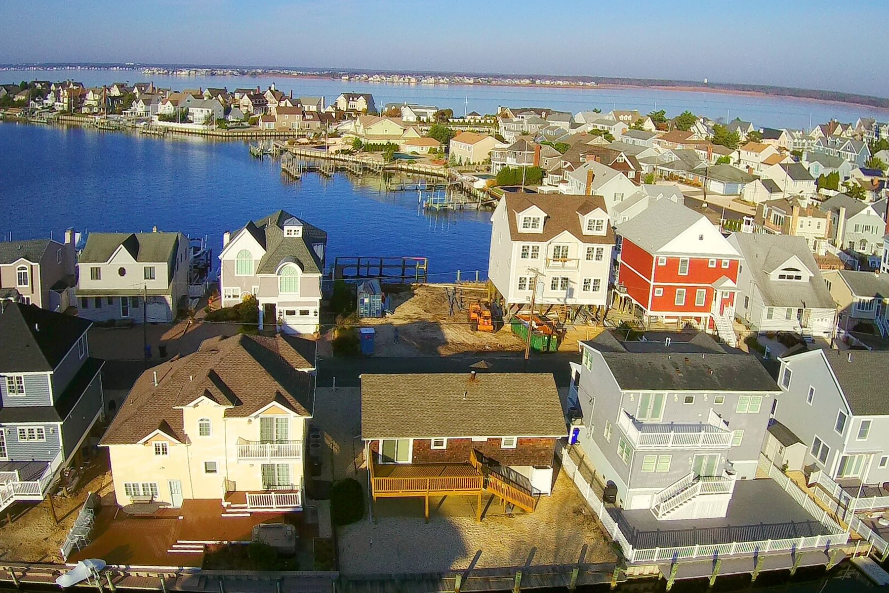 Single Family Homes pour l Vente à Located In The Bayview Shores Private Beach Association 332 N Bay Drive, Mantoloking, New Jersey 08738 États-Unis
