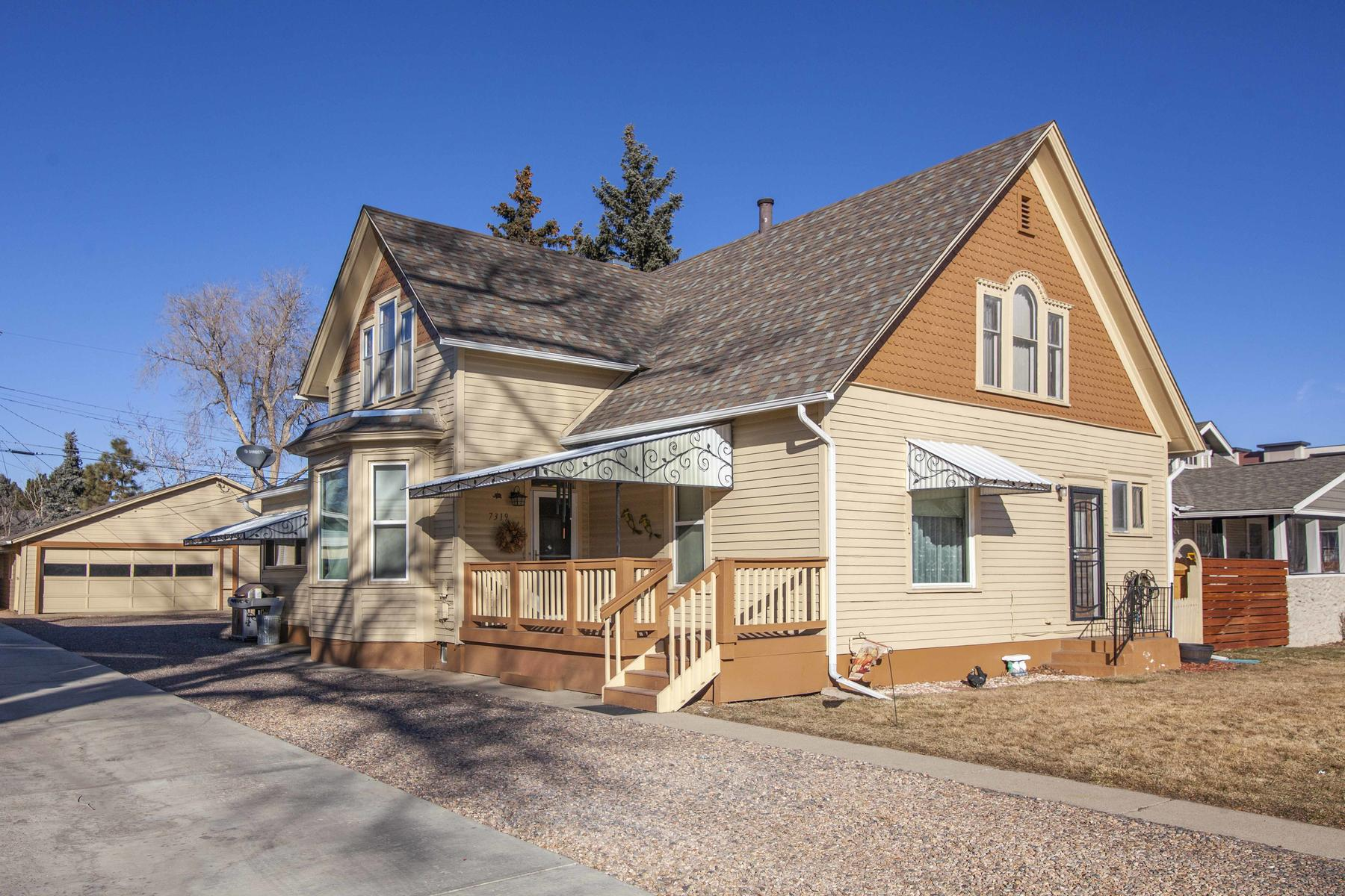 Single Family Homes のために 売買 アット WOW! ZONED FOR RESIDENTIAL AND BUSINESS USE 7319 Grant Place Arvada, コロラド 80002 アメリカ