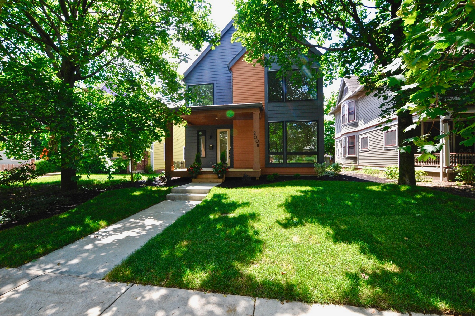 Single Family Homes للـ Sale في Contemporary Styled Home 2008 N Alabama Street, Indianapolis, Indiana 46202 United States